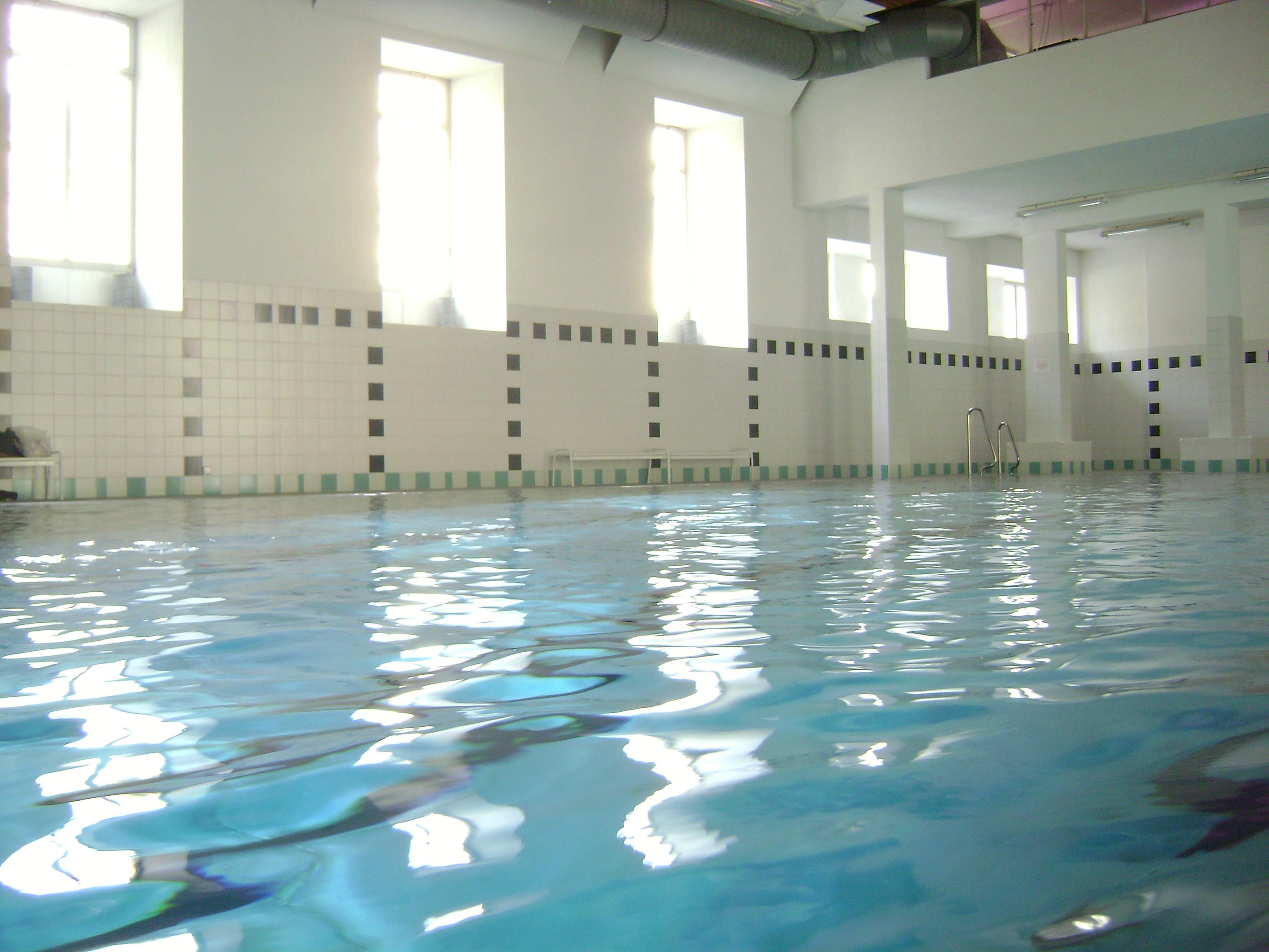Description schwimmbad im theresianum