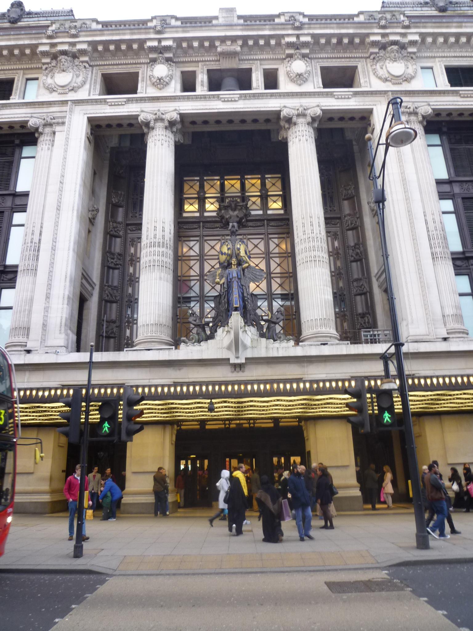 Selfridges_Department_Store%2C_Oxford_Street%2C_London_%288475114539%29.jpg?profile=RESIZE_400x