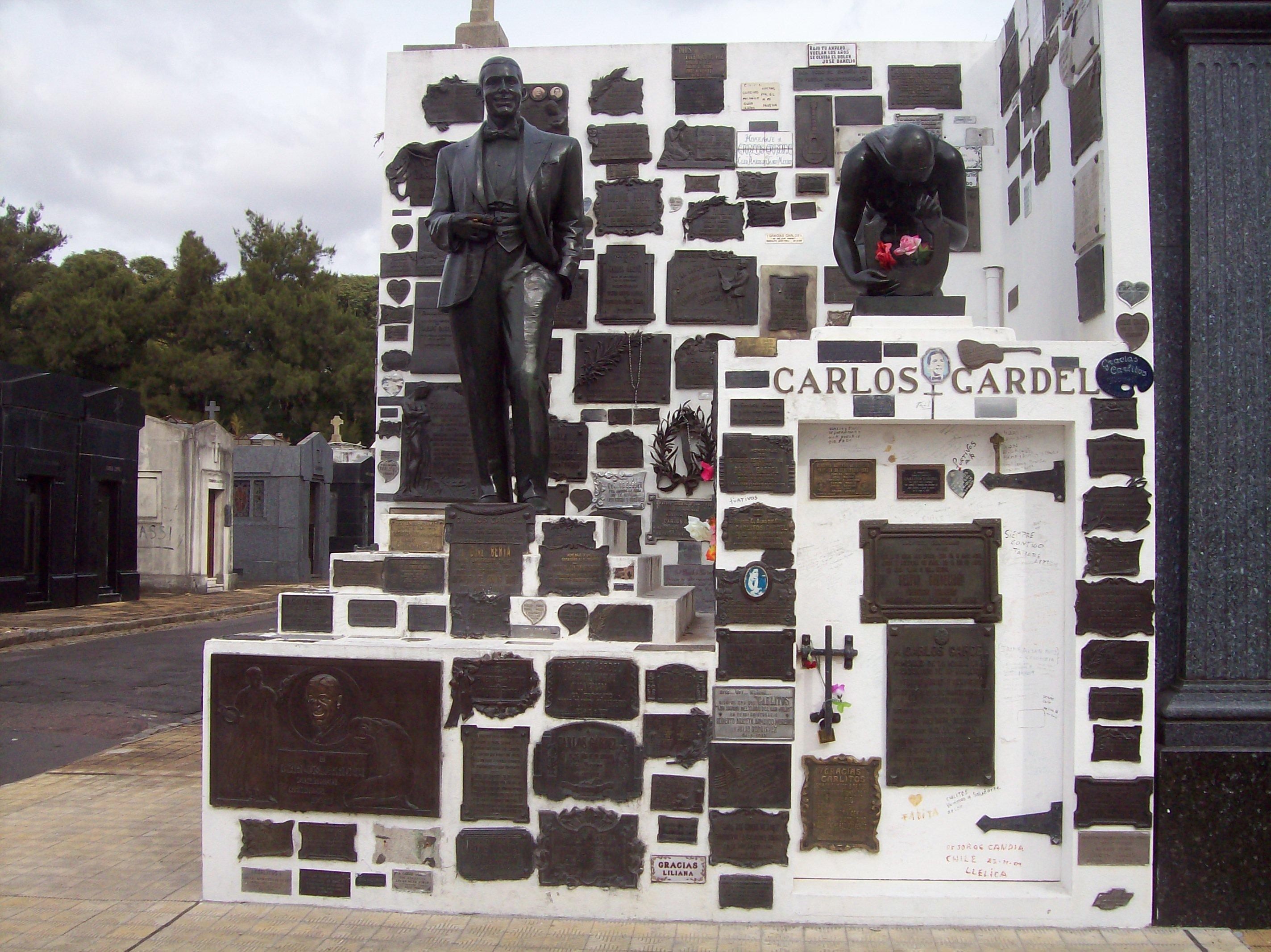 Sepulcro de Carlos Gardel en el Cementerio de la Chacarita en Buenos Aires.