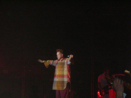 Sex Pistols5.jpg English: Johnny Rotten from Sex Pistols in concert in Turin, Italy. Italiano: Johnny Rotten dei Sex Pistols in concerto a Torino