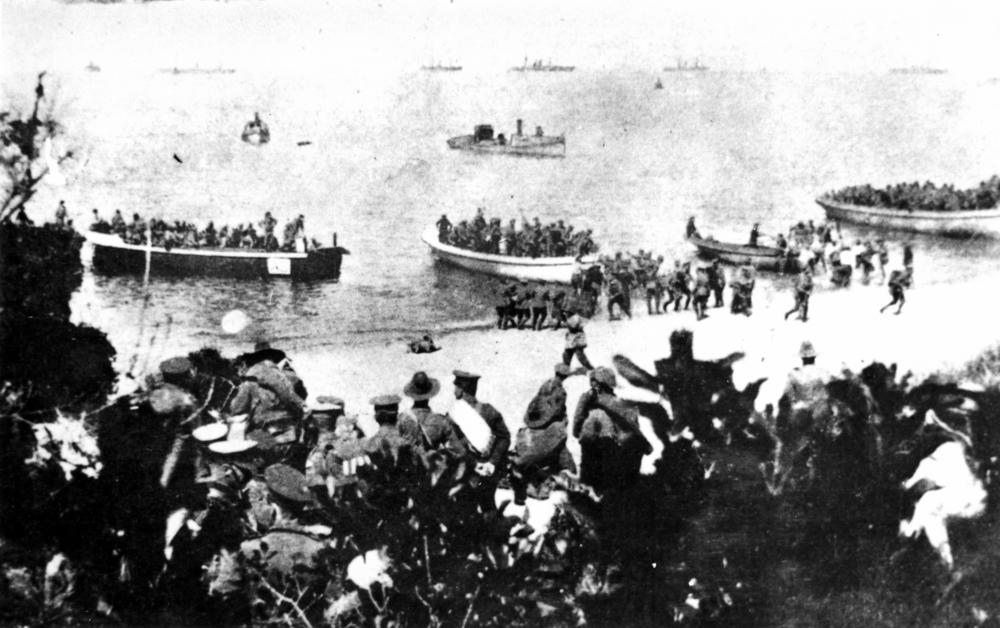 File:StateLibQld 1 117920 Troops landing at Suvla Bay, Turkey, 25 ...