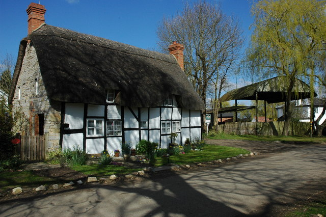 Thatched cottage in Dorsington - geograph.org.uk - 1229440