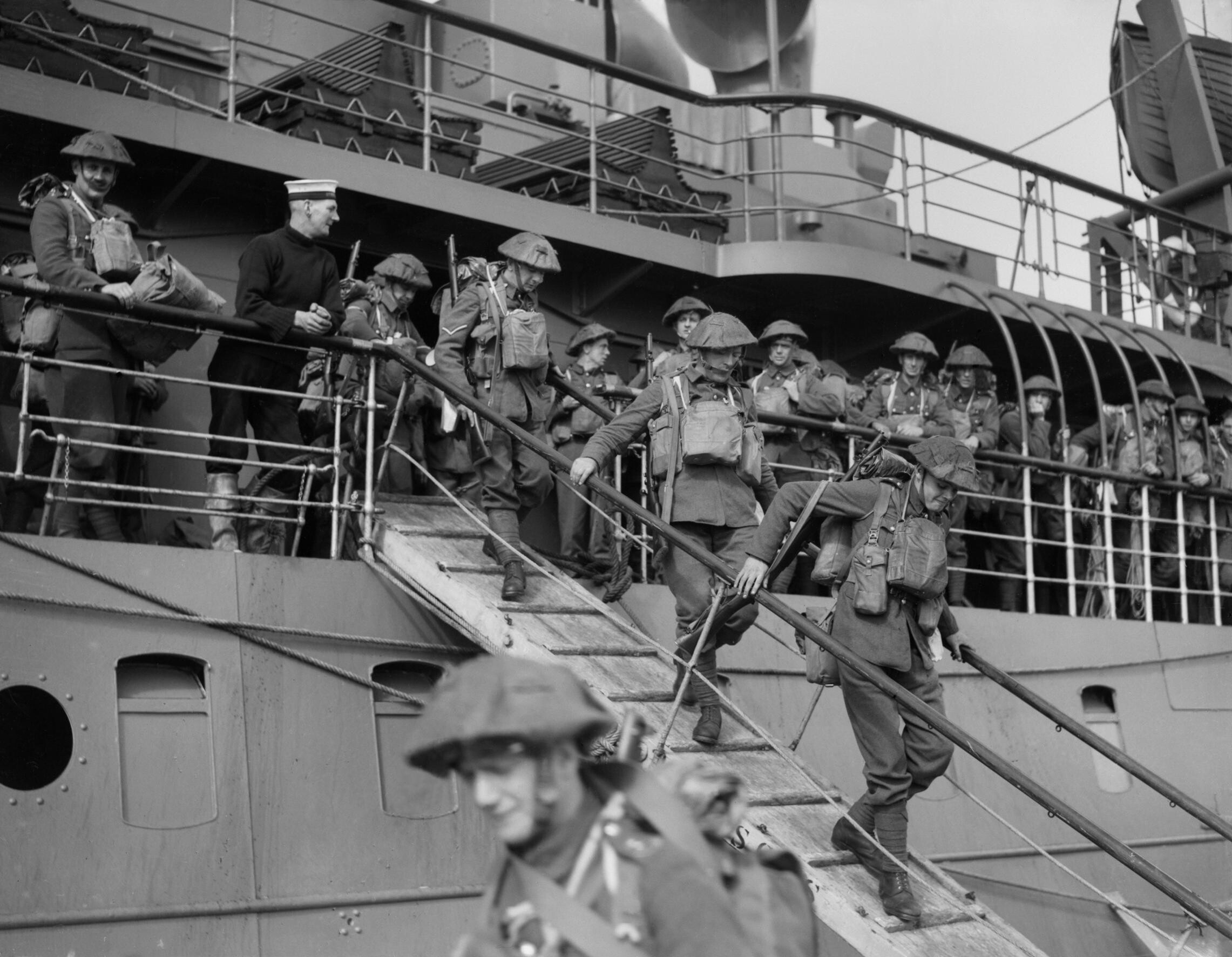 Men of the 2nd Royal Inniskilling Fusiliers disembarking at Cherbourg