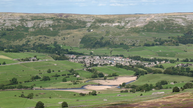 The Swale and Reeth from Harker Top - geograph.org.uk - 538319