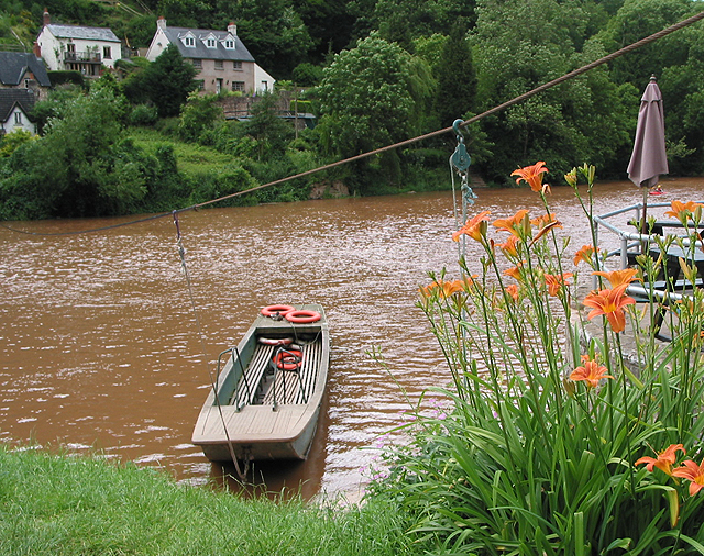 The hand ferry moored at Symonds Yat East - geograph.org.uk - 472079