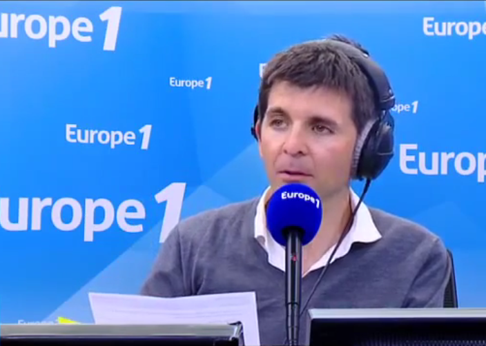 Thomas Sotto sur Europe 1 en mars 2016 | Source : Wikimedia commons.