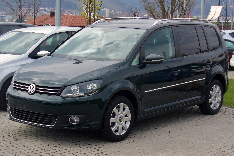File:VW Touran Facelift II 2.0 TDI Highline Veneziengrün ...