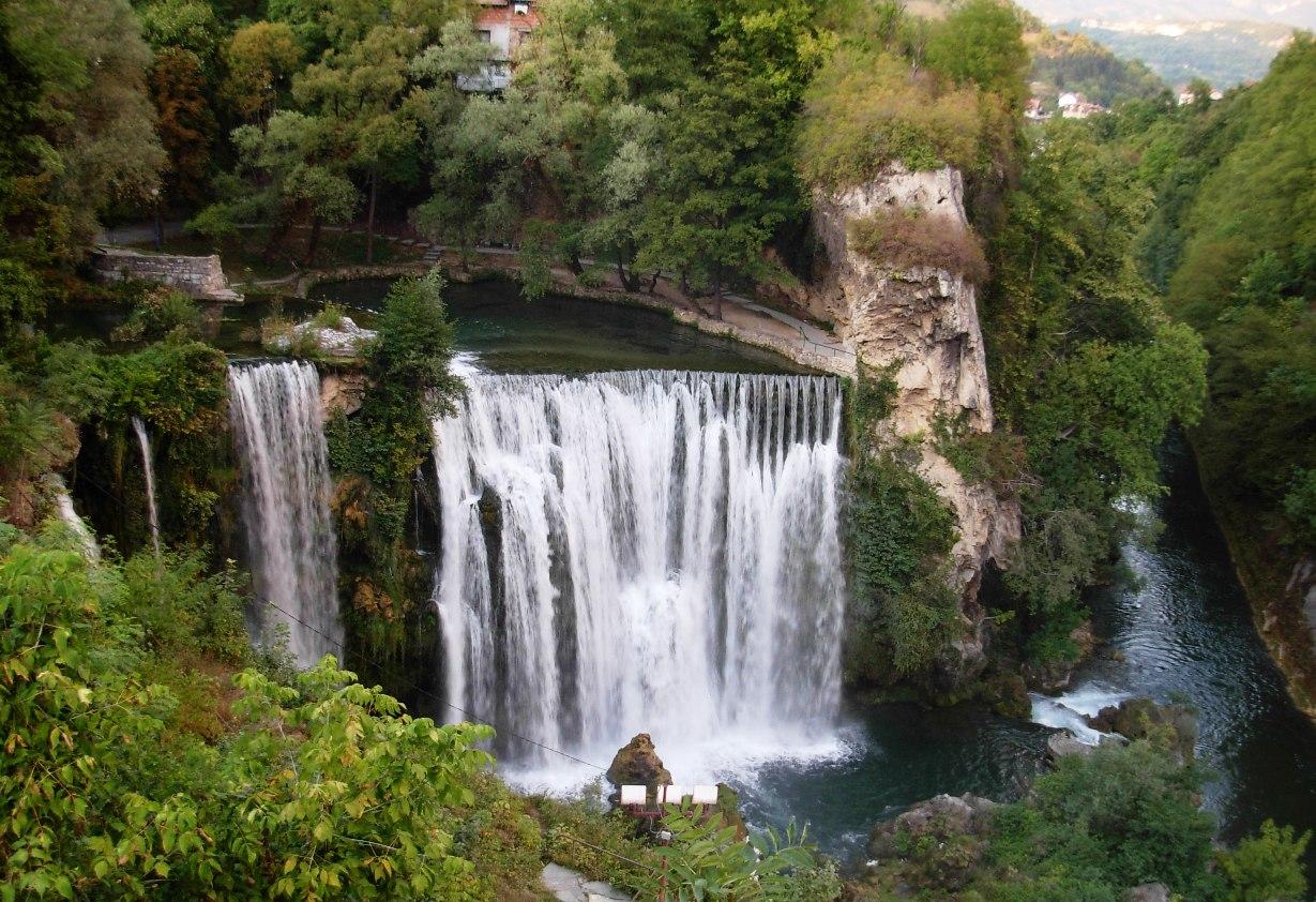 File:Vodopad na Plivi.jpg - Wikimedia Commons