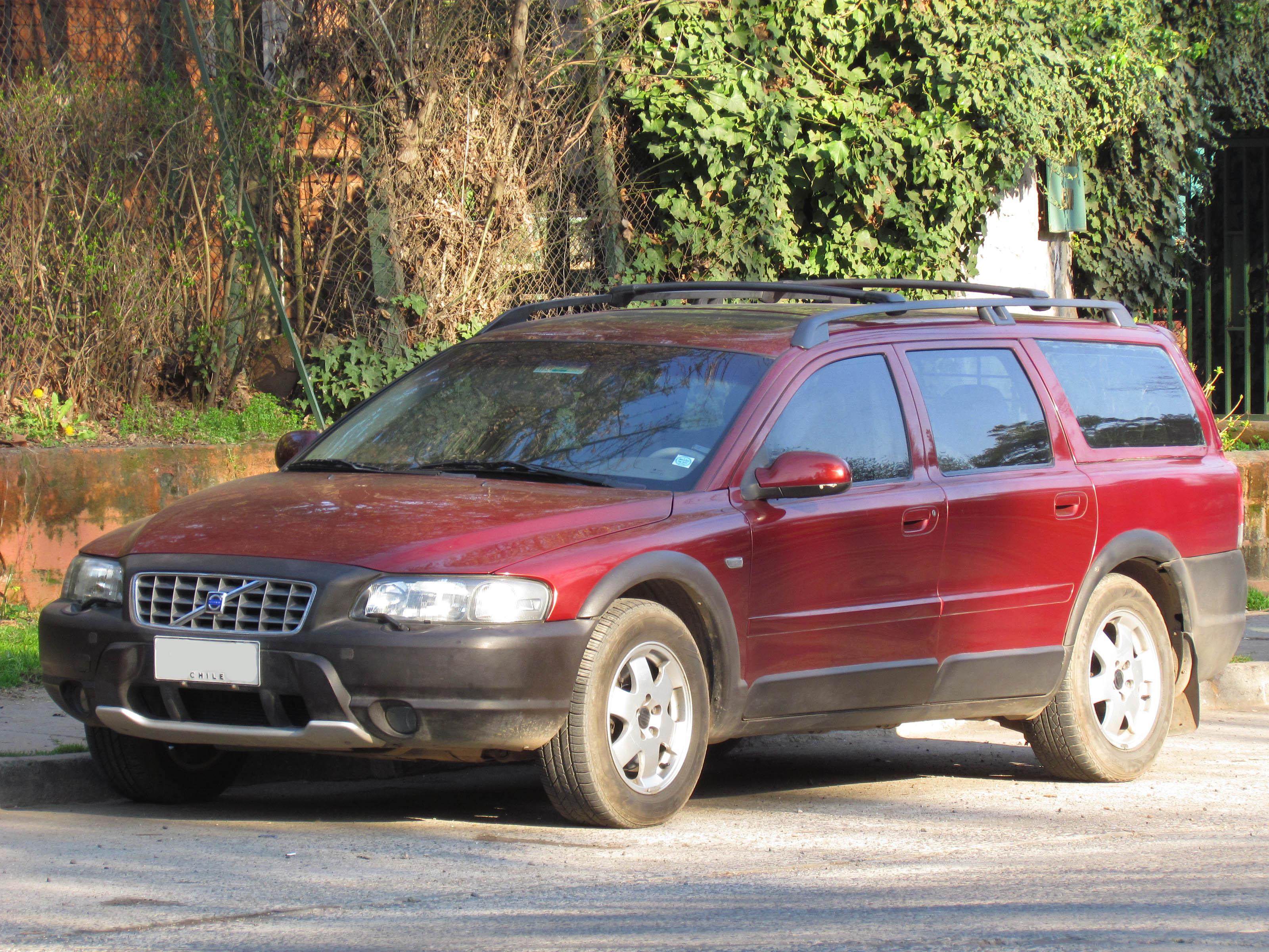 File:Volvo V70 XC Cross Country 2002 (10845514474).jpg - Wikimedia Commons