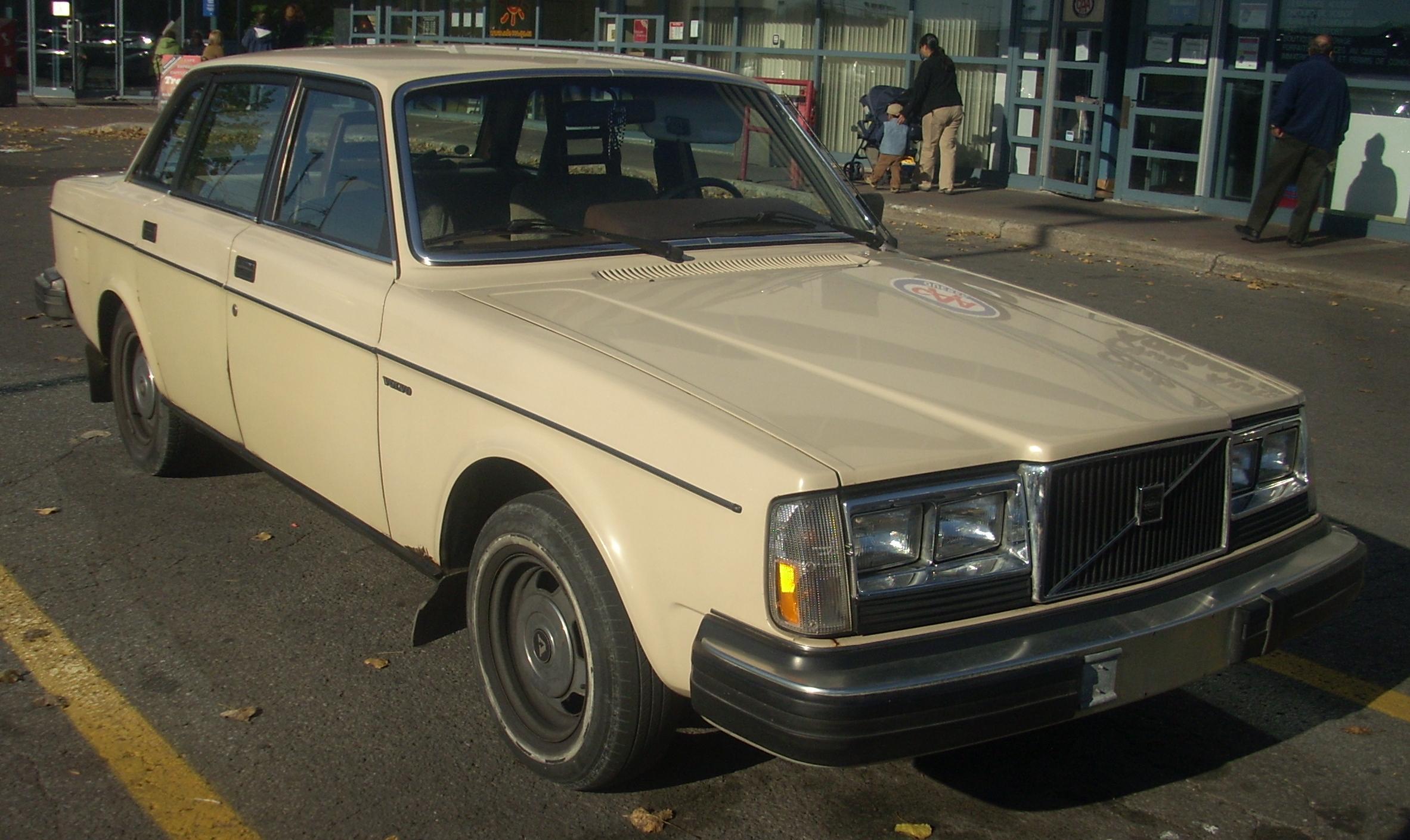 "IMCDb.org: Volvo 240 [245] in ""Seven Days to Live, 2000"""