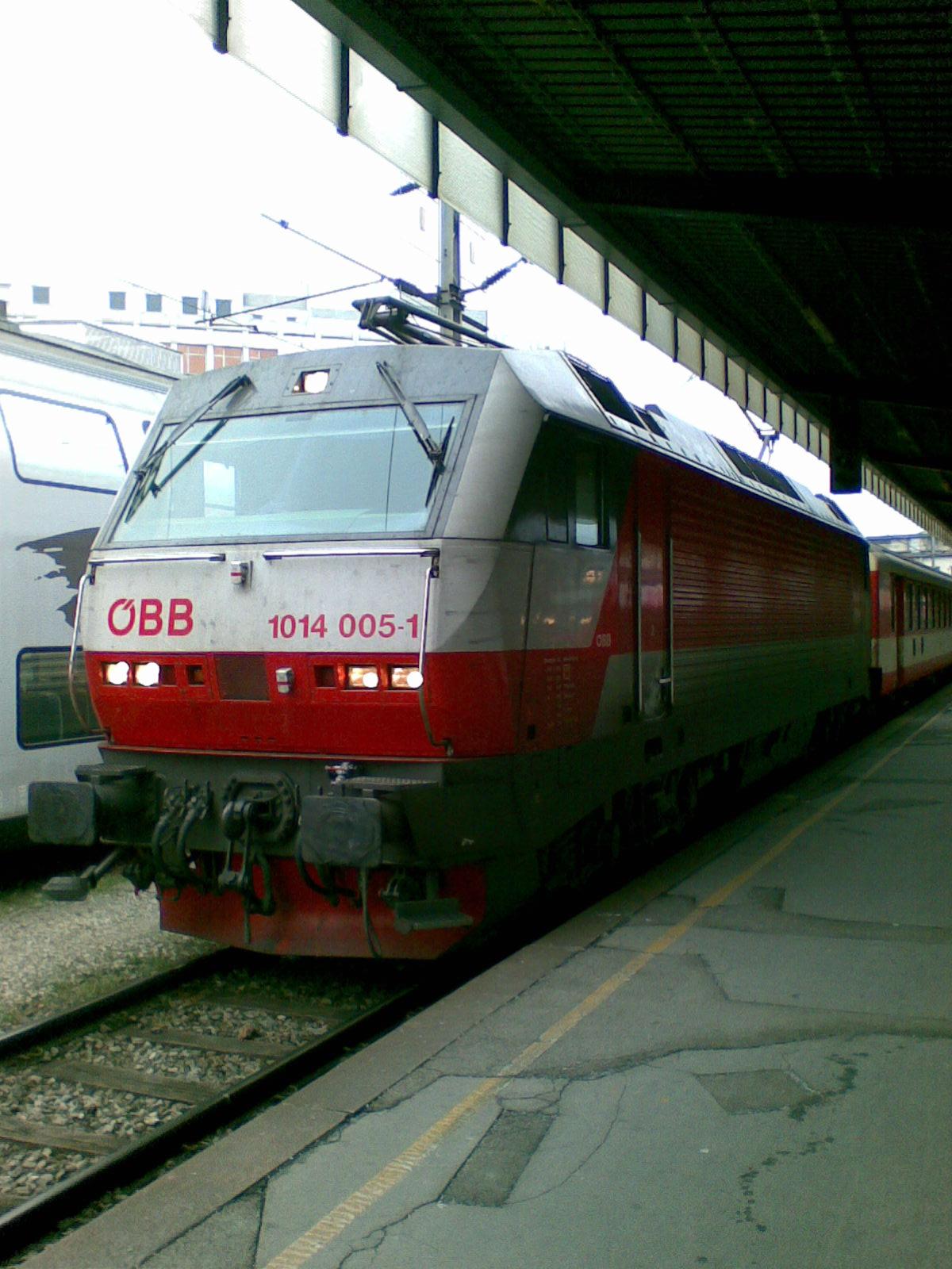 File:ÖBB 1014 005 in Wien Südbahnhof (Ost).jpg