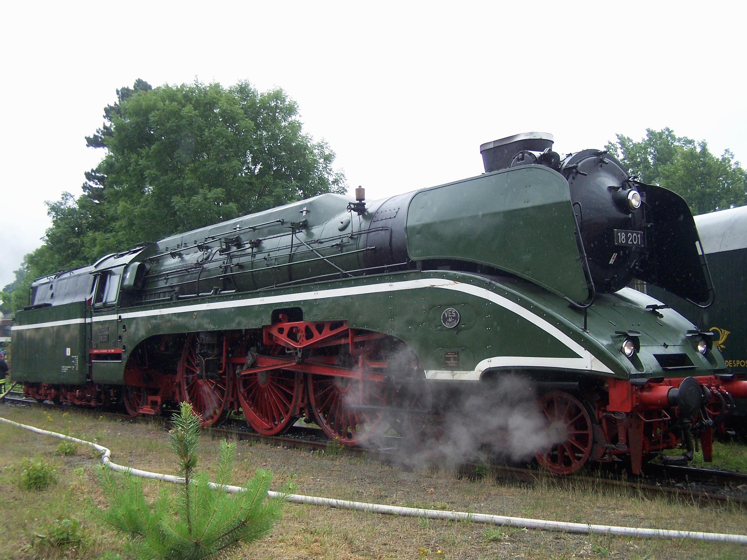 Schnellzuglokomotive 18201