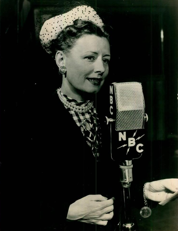 Qr moreover Rbadda ld as well Radio Vintage Gm506176142 84047665 together with File 1949 Irene Dunne Cavalcade of America NBC Microphone Press Photo also Circuitos De Audio. on radio microphone