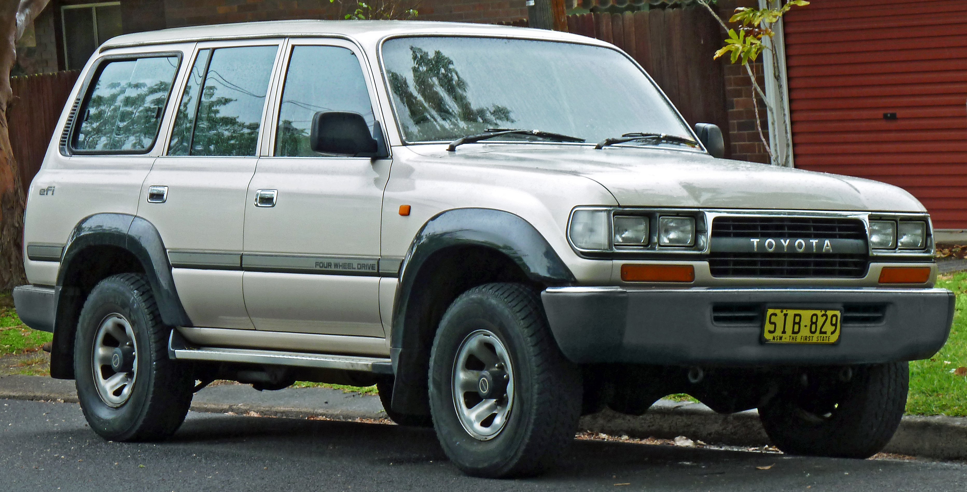 File 1990 1992 Toyota Land Cruiser Fj80r Gxl Wagon 2011 10 25 Jpg Wikimedia Commons