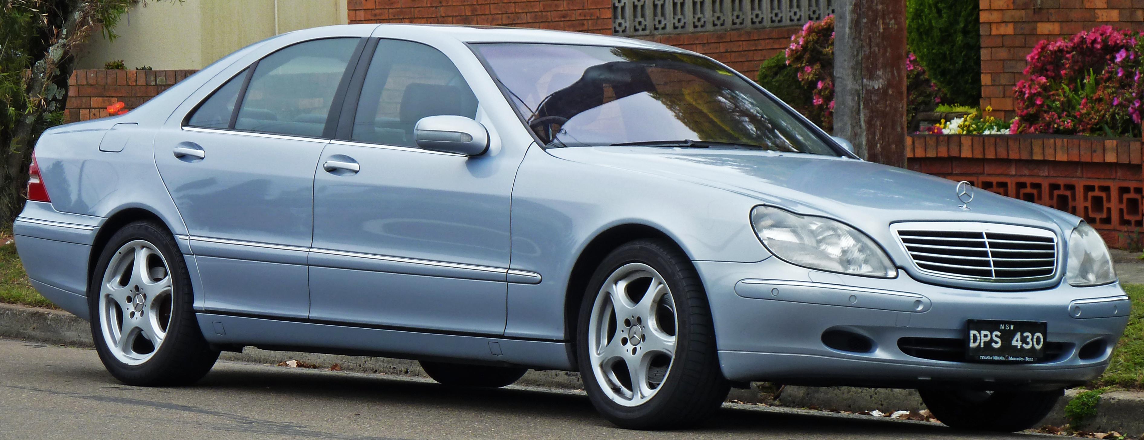 2001_Mercedes-Benz_S_430_(W_220)_sedan_(