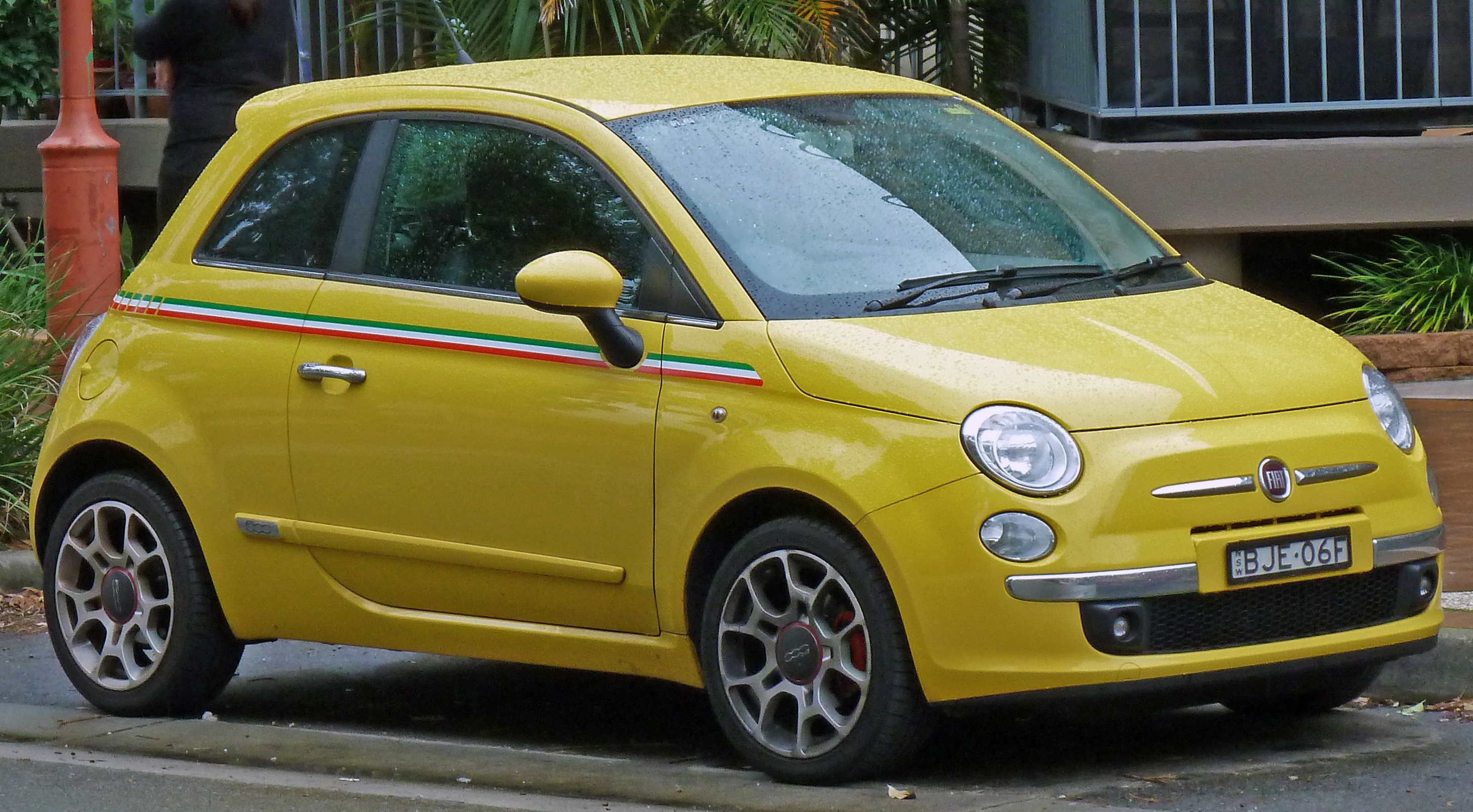 File:2008-2010 Fiat 500 Sport hatchback 01.jpg - Wikimedia Commons