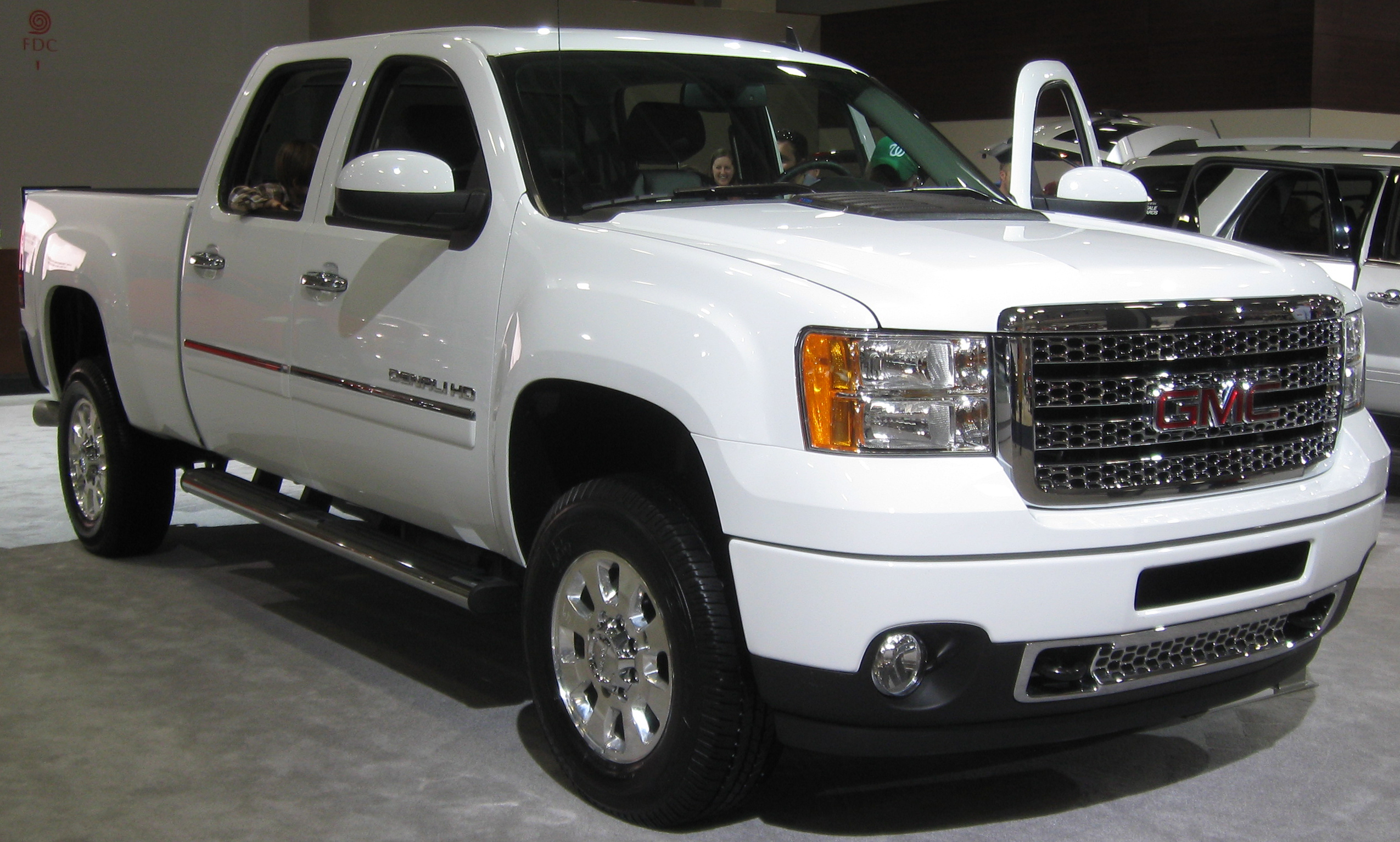 Description 2011 GMC Sierra HD Denali -- 2011 DC.jpg