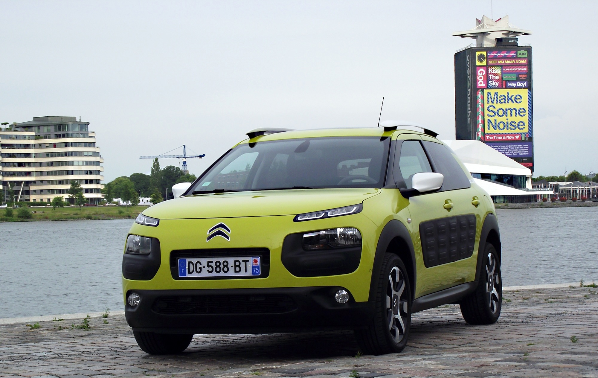 file 2014 citroen c4 cactus feel edition puretech e thp 110 vorderansicht hello yellow hafen. Black Bedroom Furniture Sets. Home Design Ideas