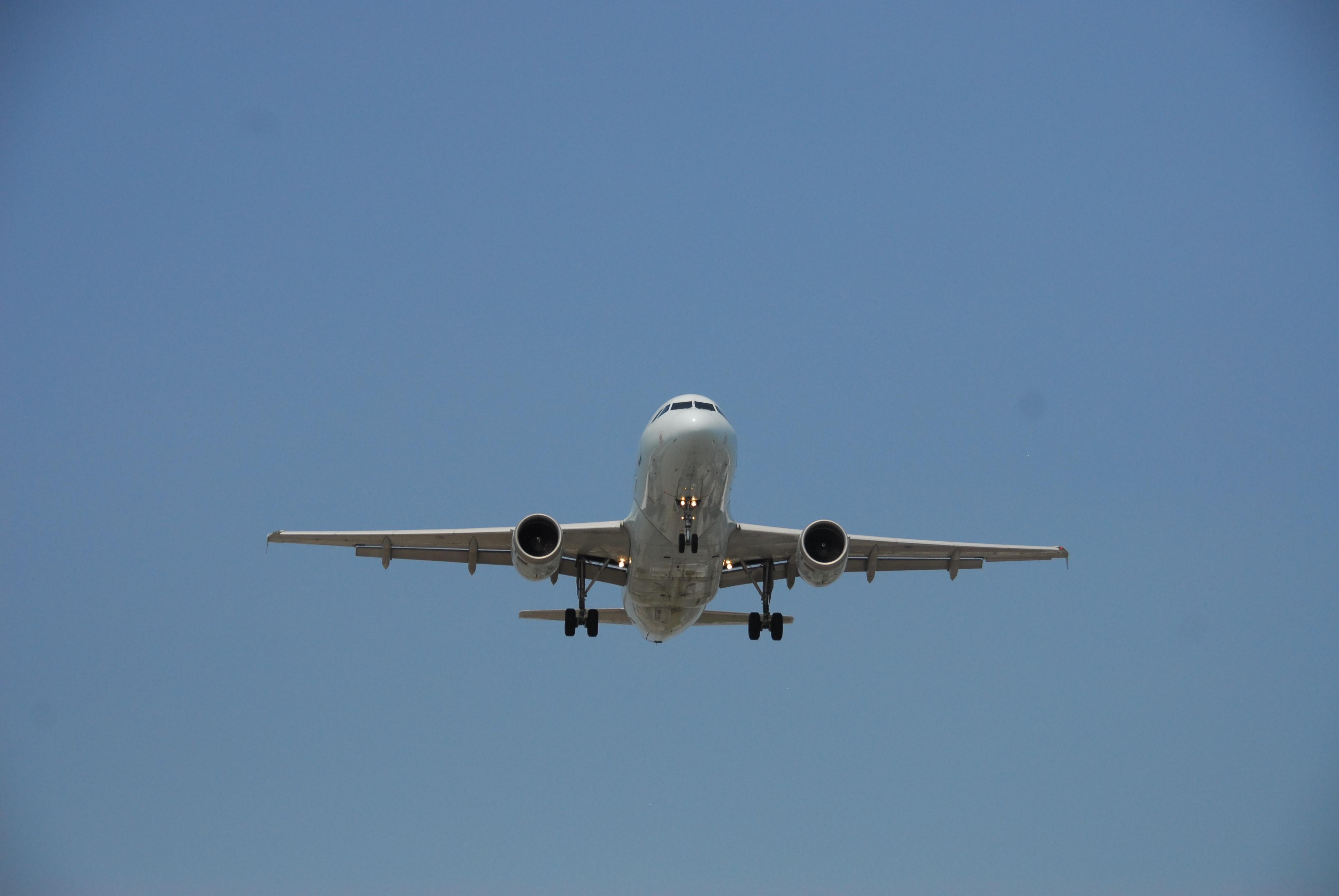 File:Air Canada Airbus A320-211 C-FFWI 209 Flight ACA1154
