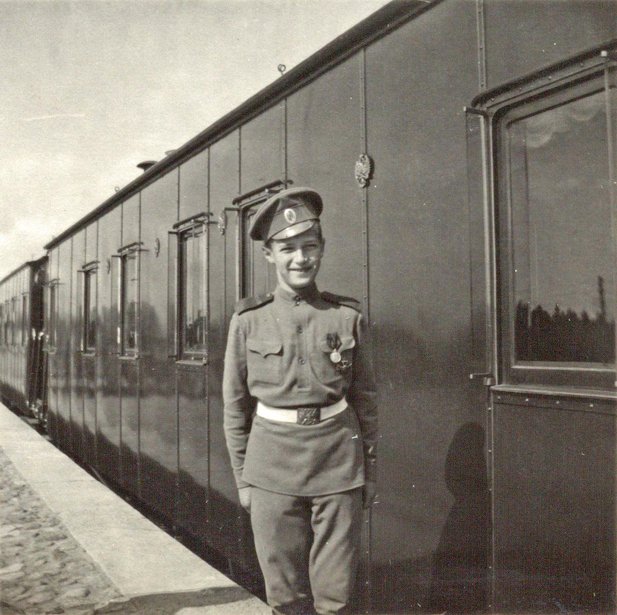 Țareviciul Alexei în uniformă de caporal al armatei ruse, 1916