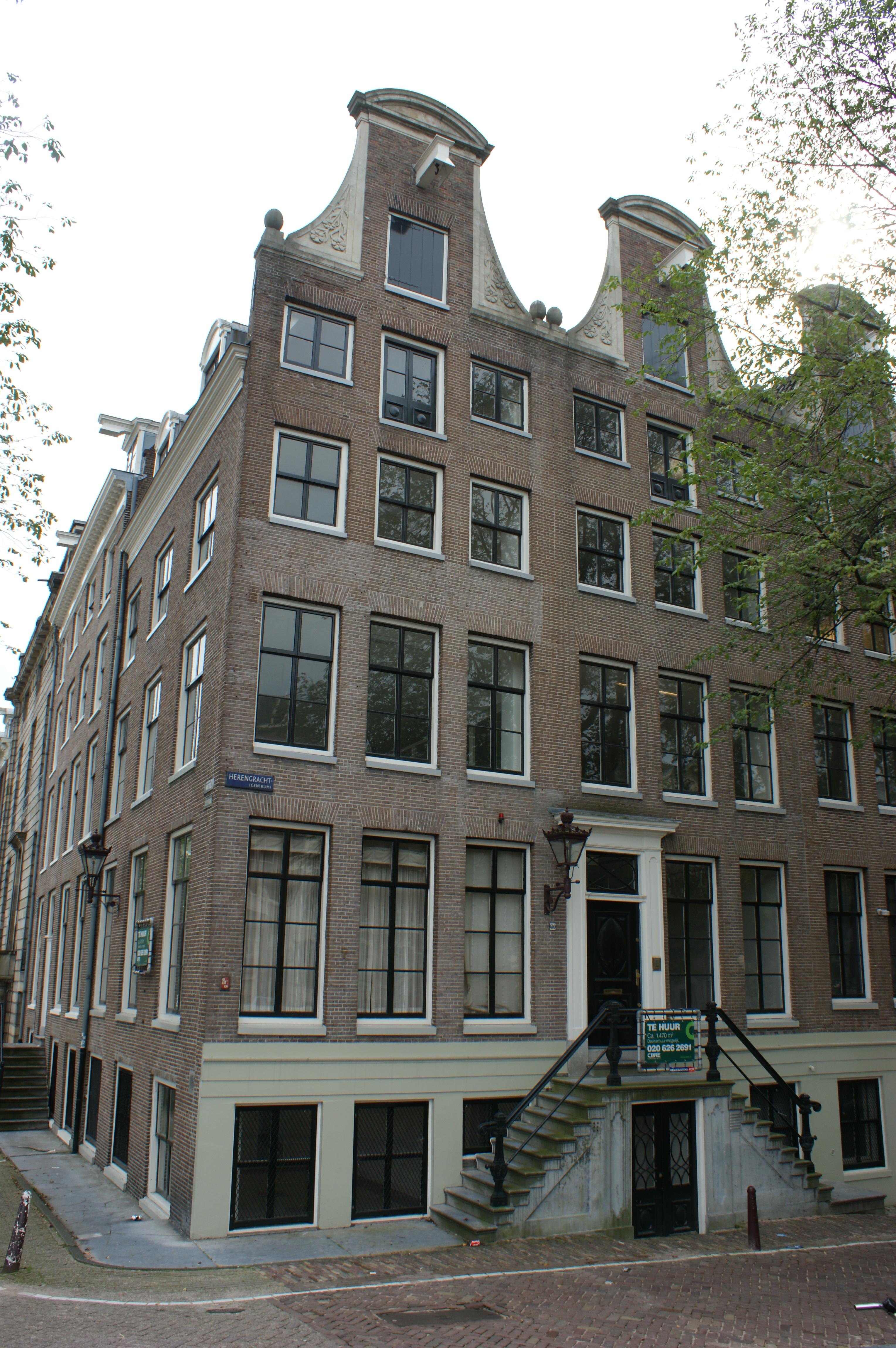 Huis met gevel in amsterdam monument - Huis gevel ...