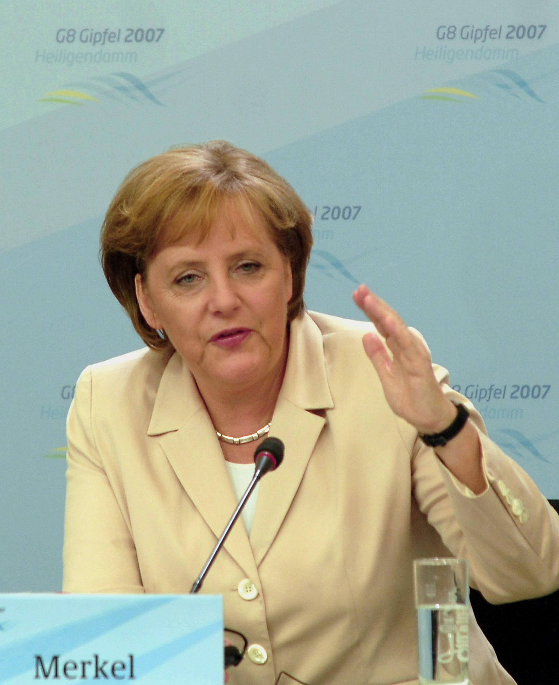 Merkel'den Batı Balkan Siyasilerine Çağrı