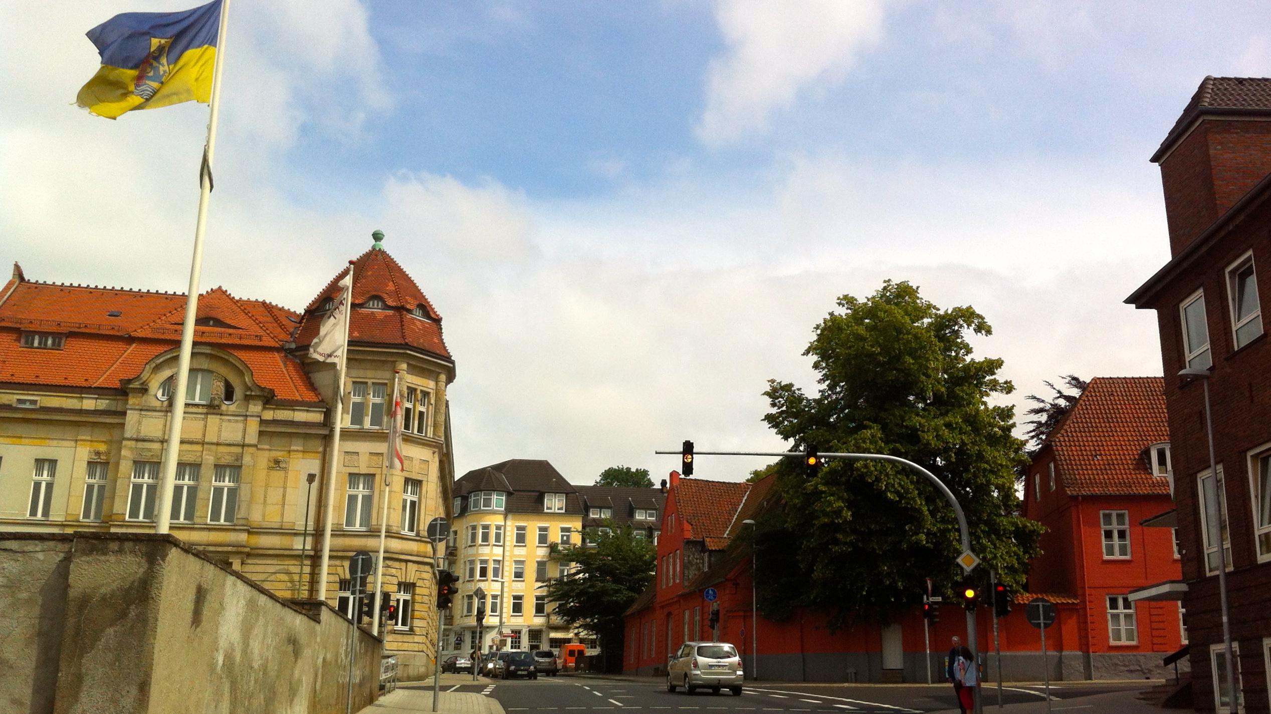 63bedd8f3459c5 File Auf der linken Seite befindet sich der Altbau der IHK Flensburg  Gebäude in der Heinrichstraße ...