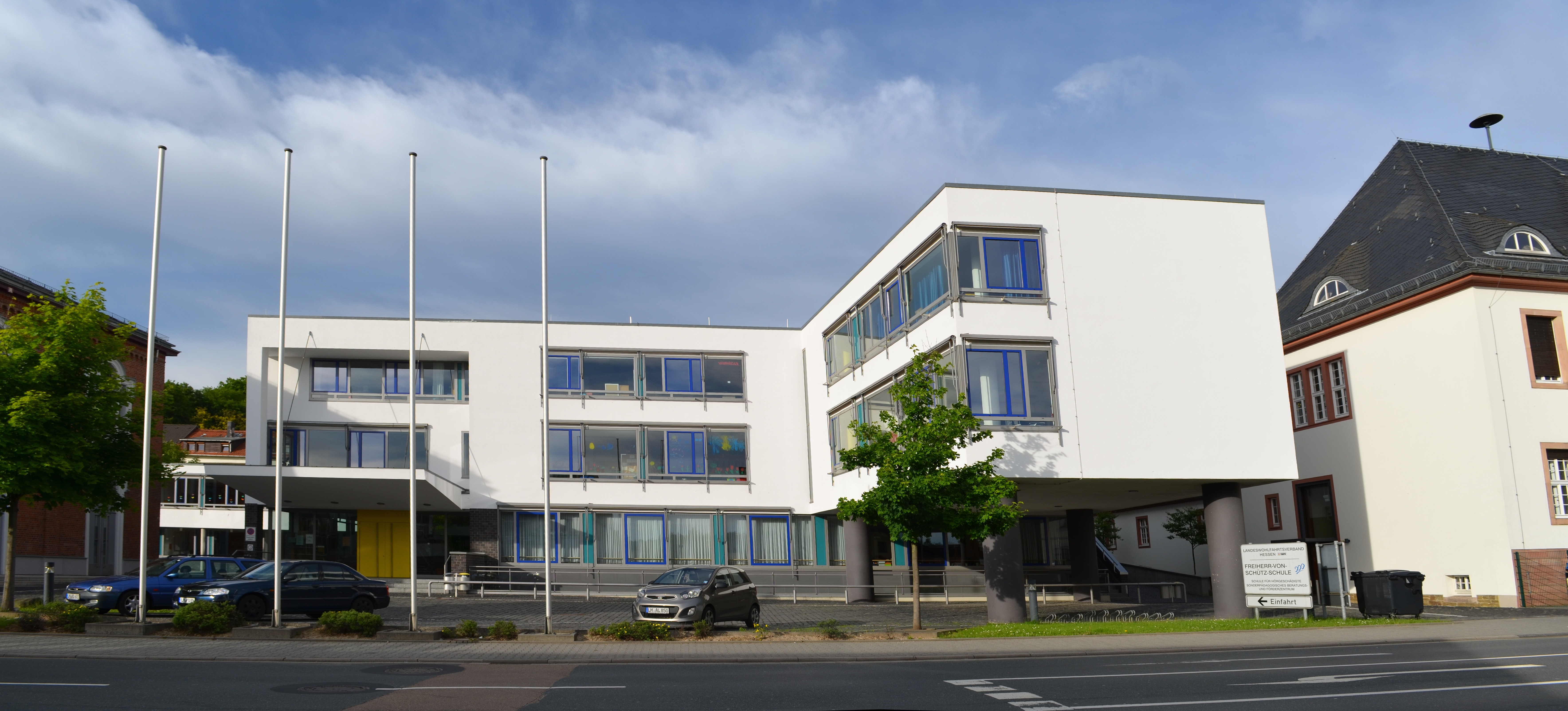 File:Bad Camberg, Freiherr von Schütz-Schule, Neubau.jpg - Wikimedia ...