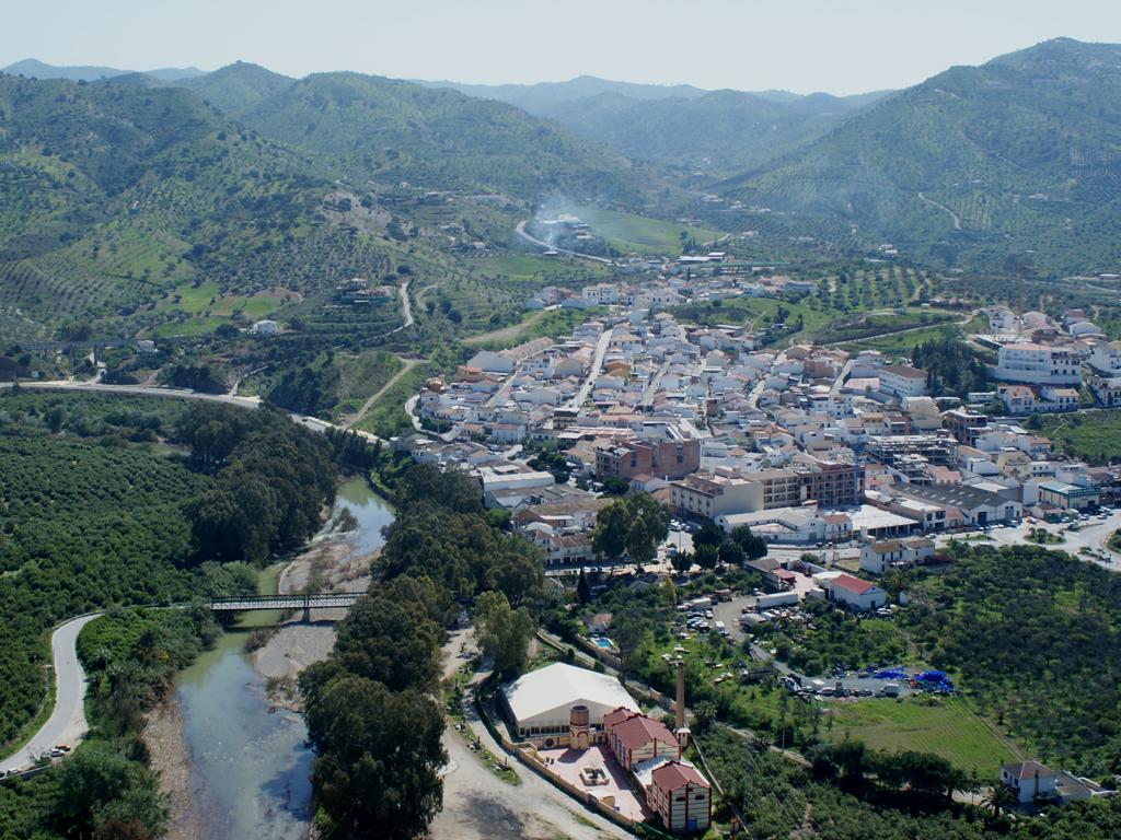 Alora Spain  City new picture : Barrio del Puente Álora Wikimedia Commons