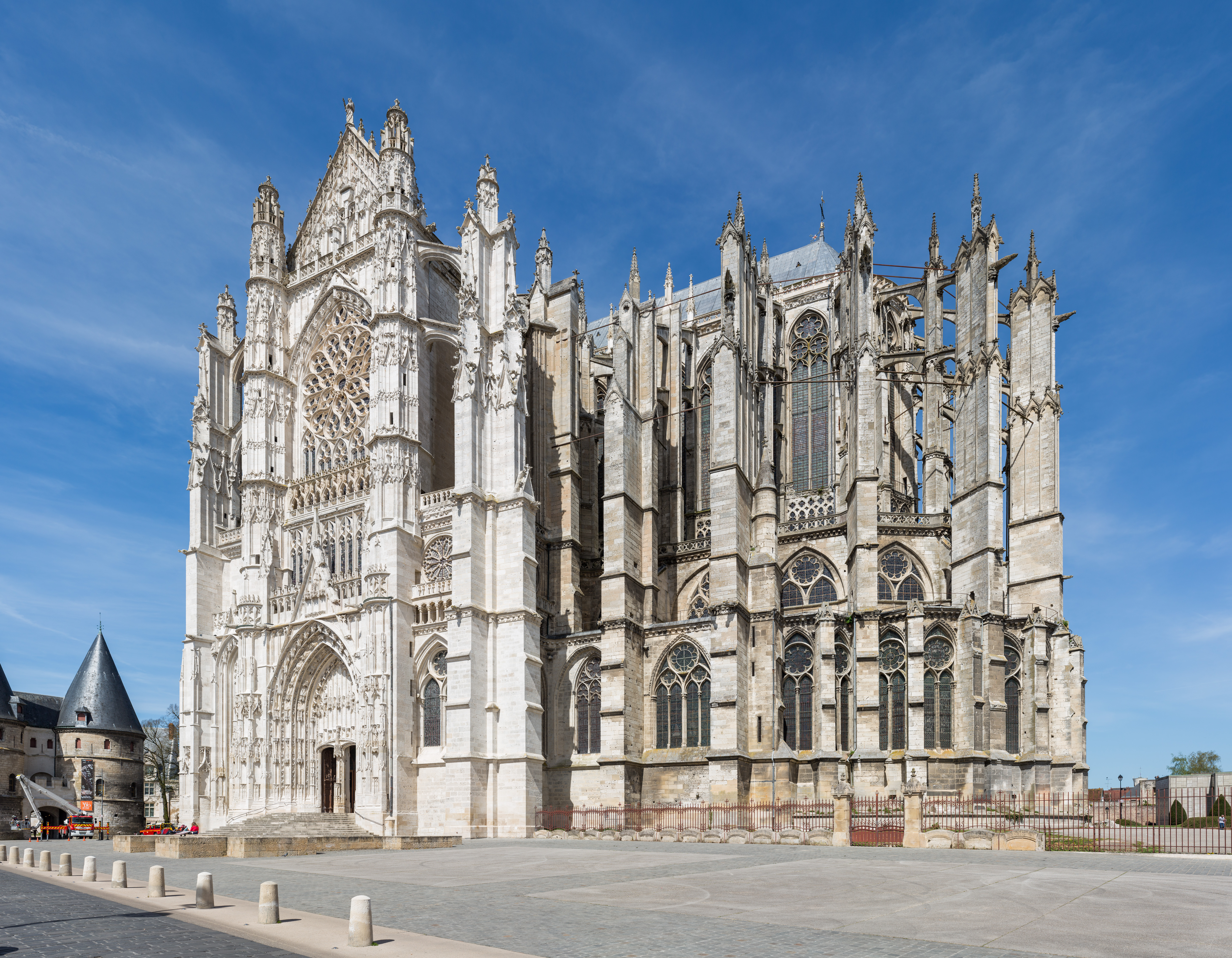 FileBeauvais Cathedral Exterior 1 Picardy France