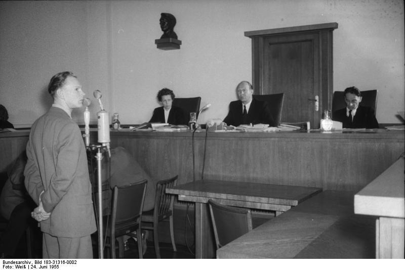 File:Bundesarchiv Bild 183-31316-0002, Berlin, Prozeß vor Obersten Gericht.jpg