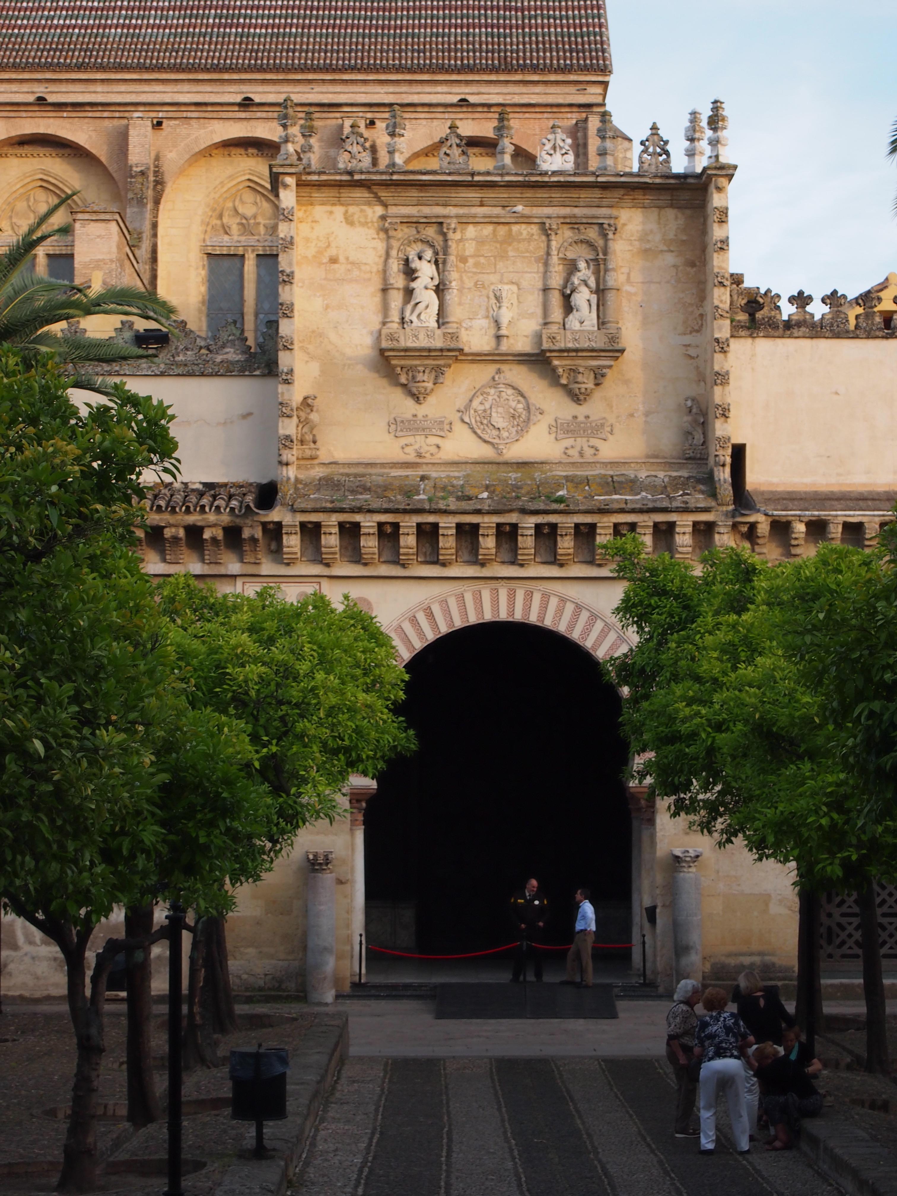 File c rdoba spain mezquita de c rdoba cathedral of for Exterior mezquita de cordoba