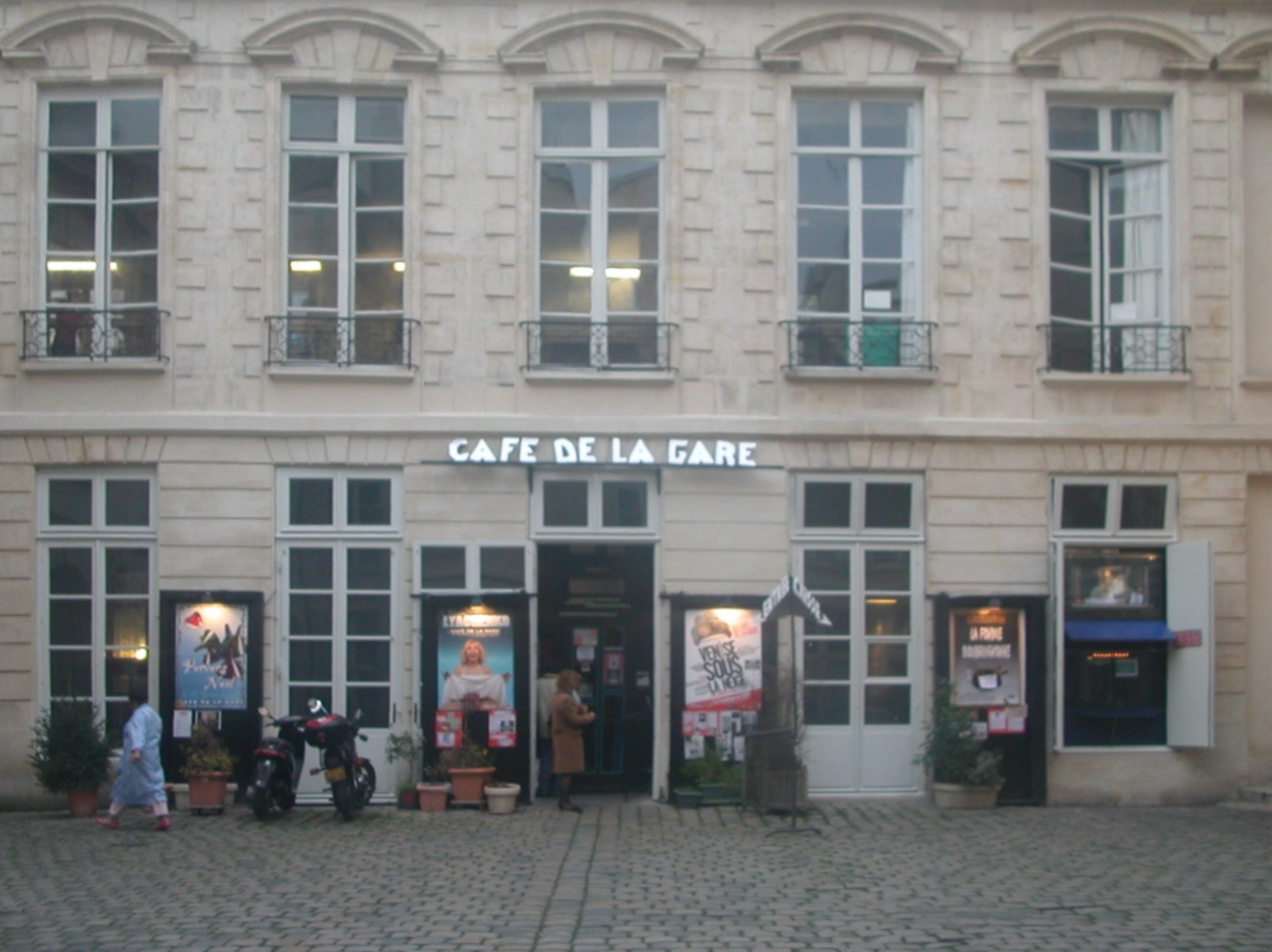 Caf De Paris Courrier