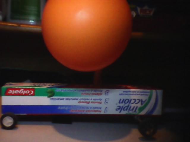 File:Carro impulsado por un globo.jpg