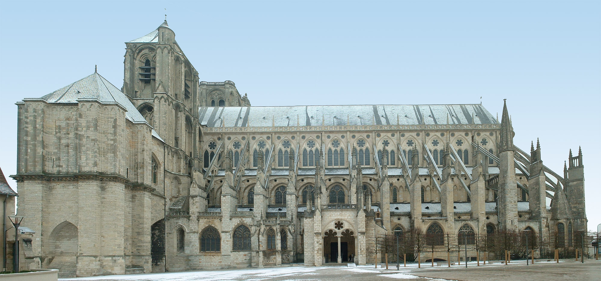 File cathedrale de bourges par for Architecture gothique