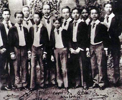 File:Chulalongkorn and sons.JPG