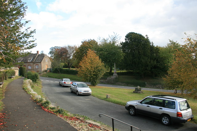 Coleshill village - geograph.org.uk - 1560188
