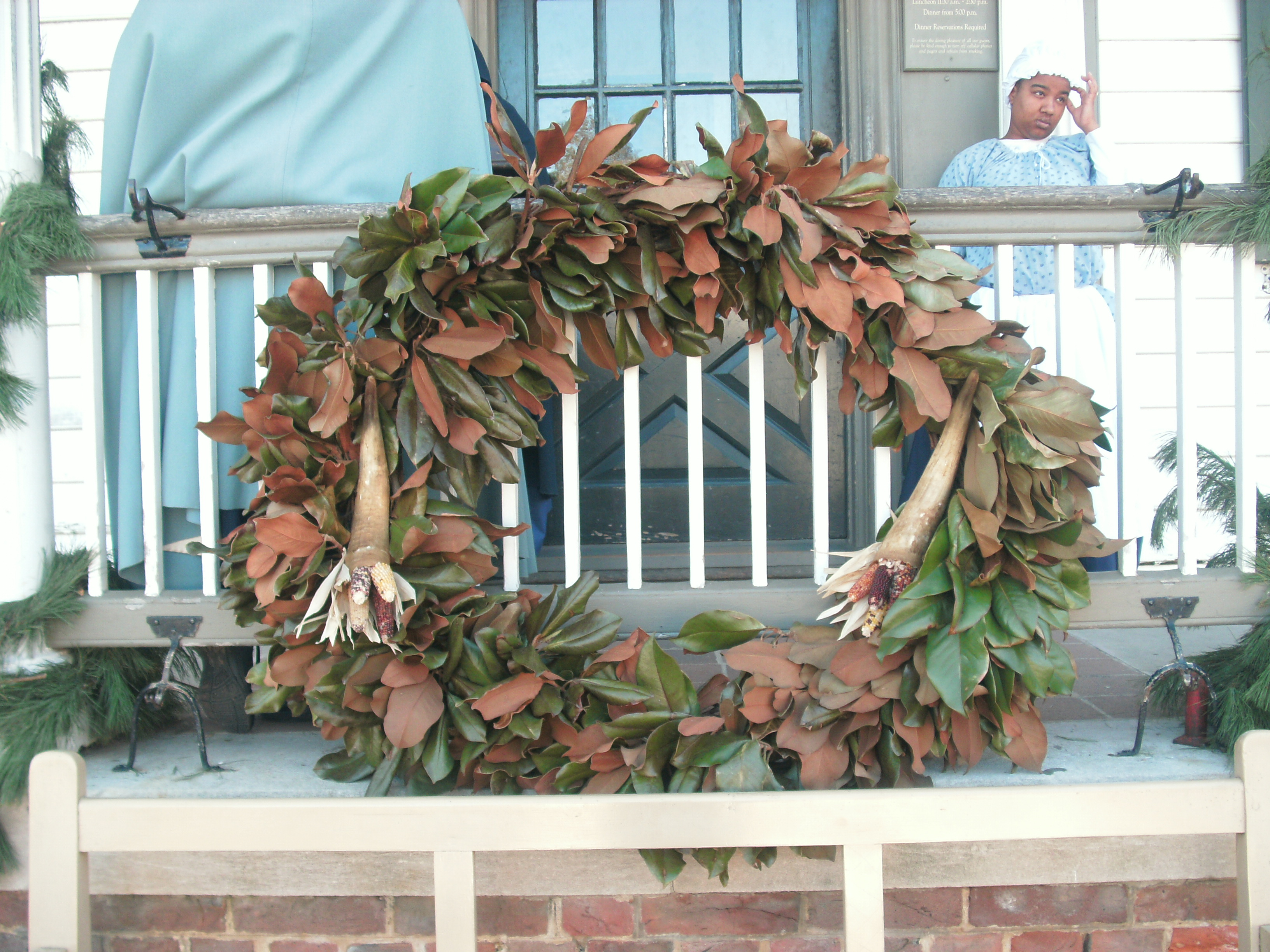 filecolonial williamsburg december 2011 christmas decorations 30jpg