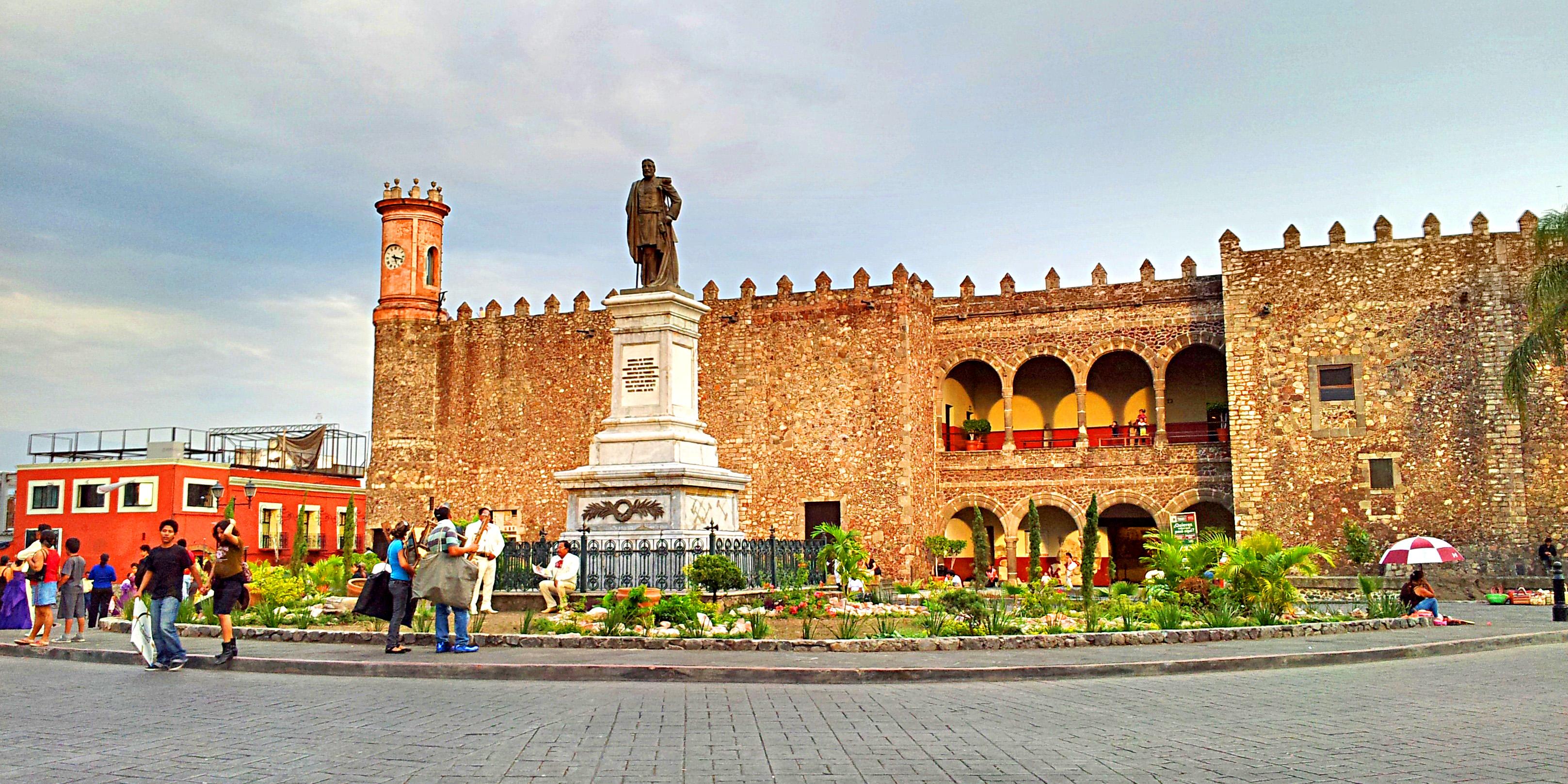 http://upload.wikimedia.org/wikipedia/commons/a/a9/Cuernavaca-cortez.jpg