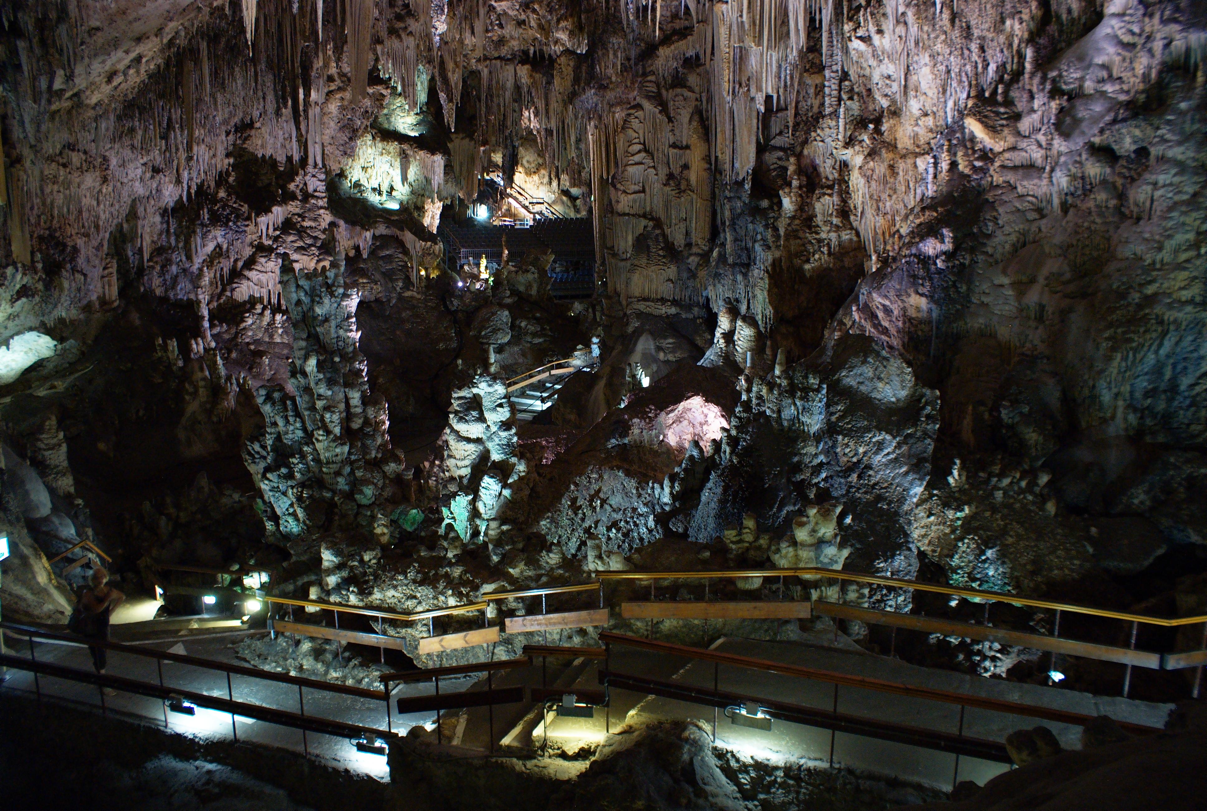 File:Cueva de Nerja.jpg - Wikimedia Commons