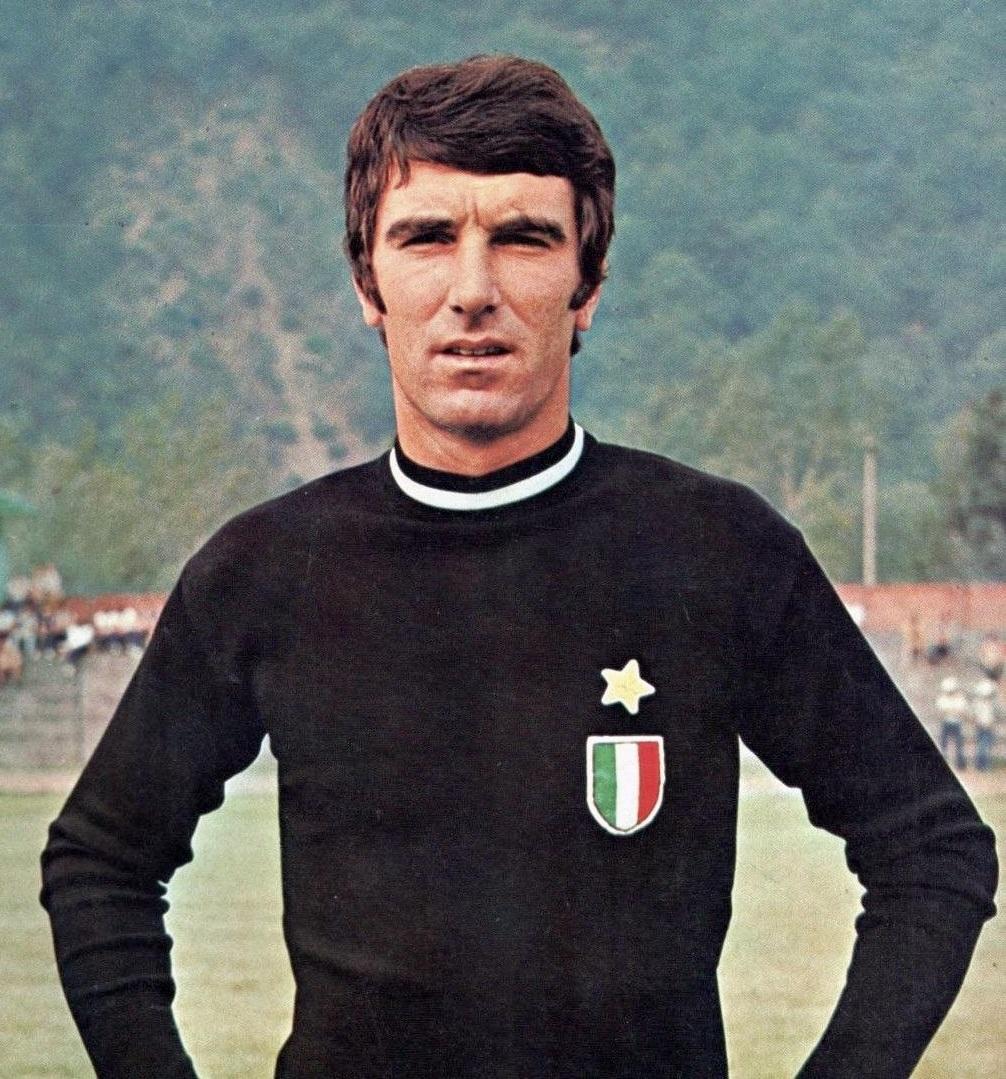 Dino_Zoff_-_1972_-_Juventus_FC_%28cropped%29.jpg