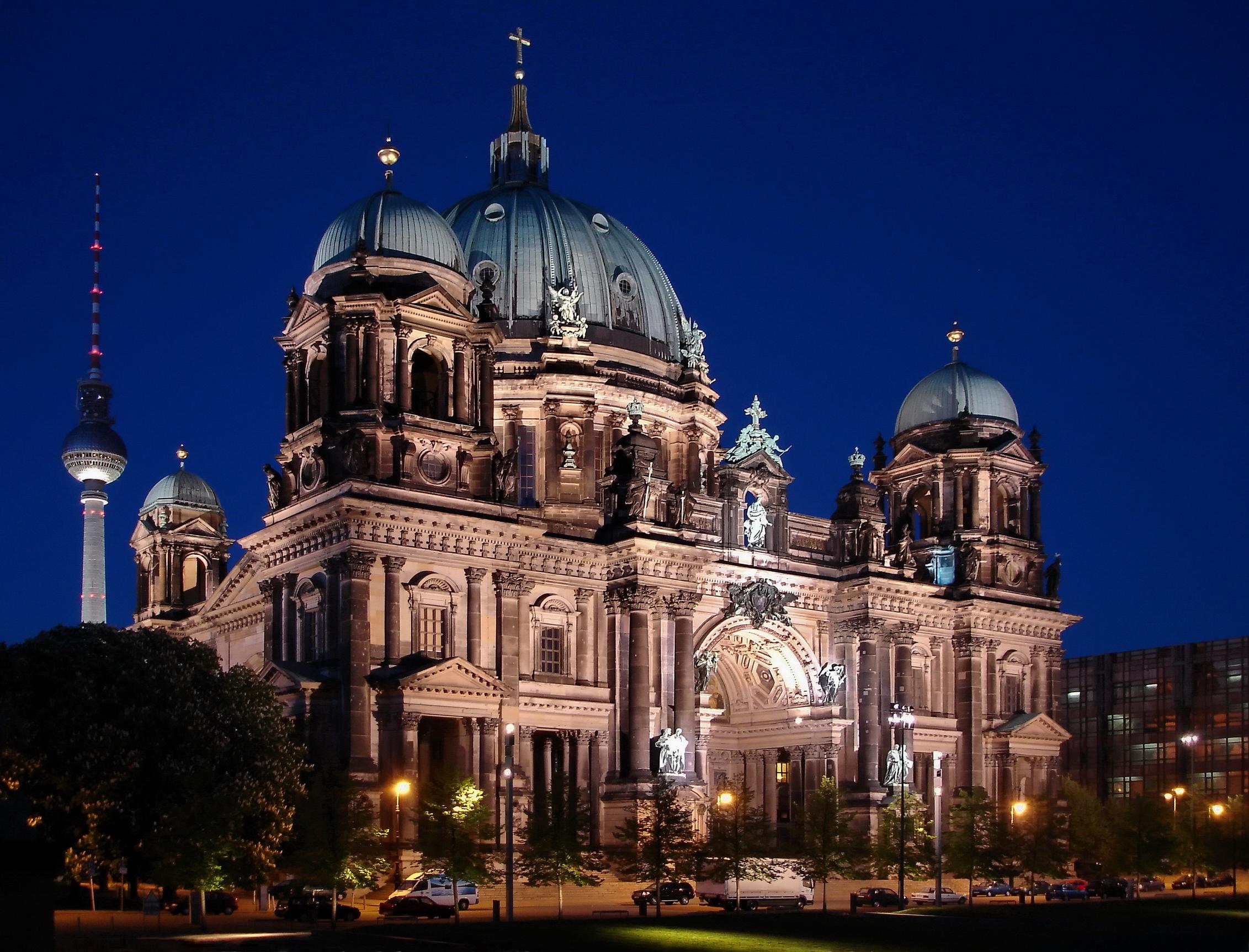 Berliner Dom auf der Spreeinsel in Mitte