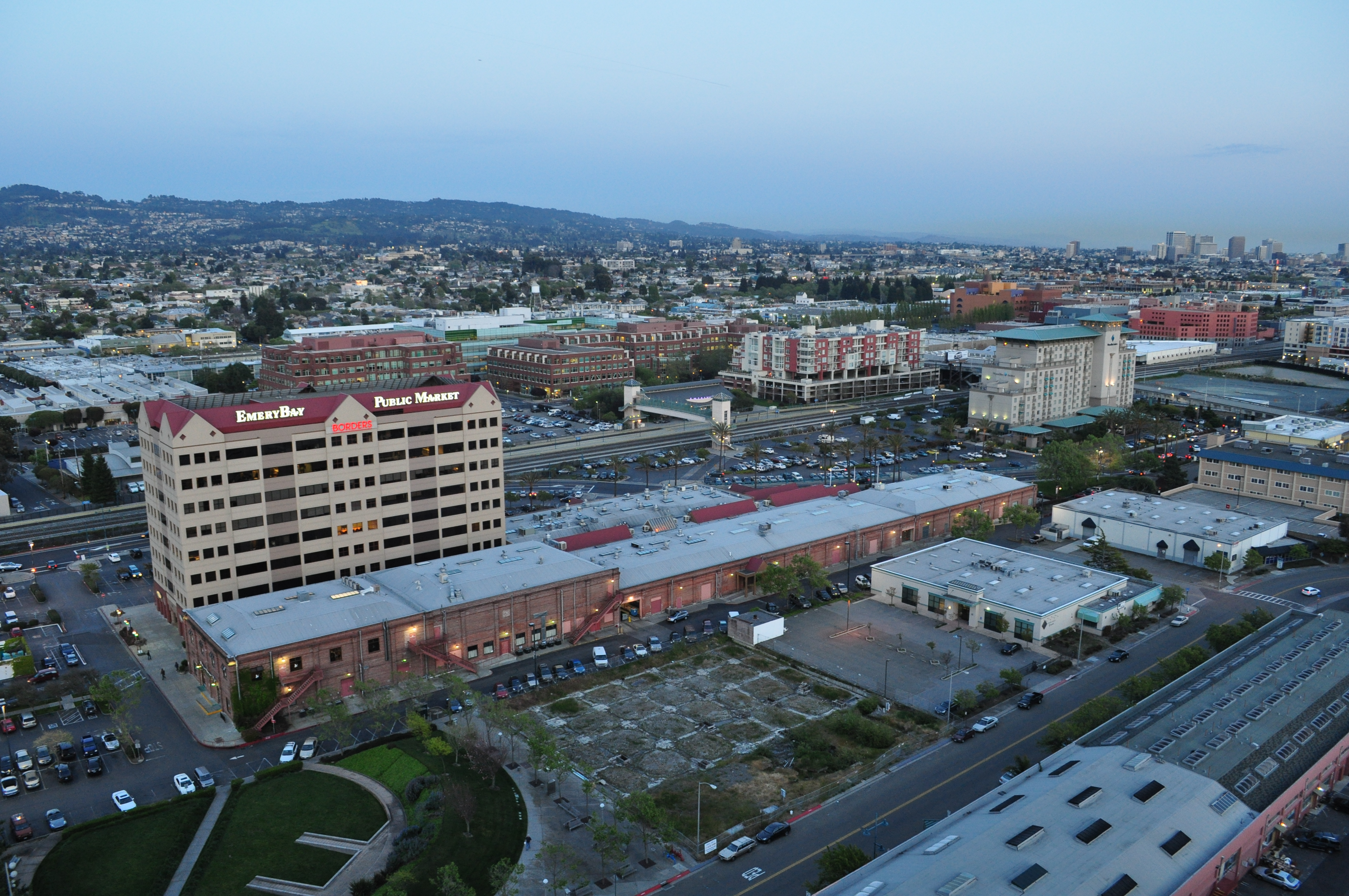 As of October , the average apartment rent in Emeryville, CA is $2, for a studio, $2, for one bedroom, $3, for two bedrooms, and $4, for three bedrooms. Apartment rent in Emeryville has increased by % in the past year.