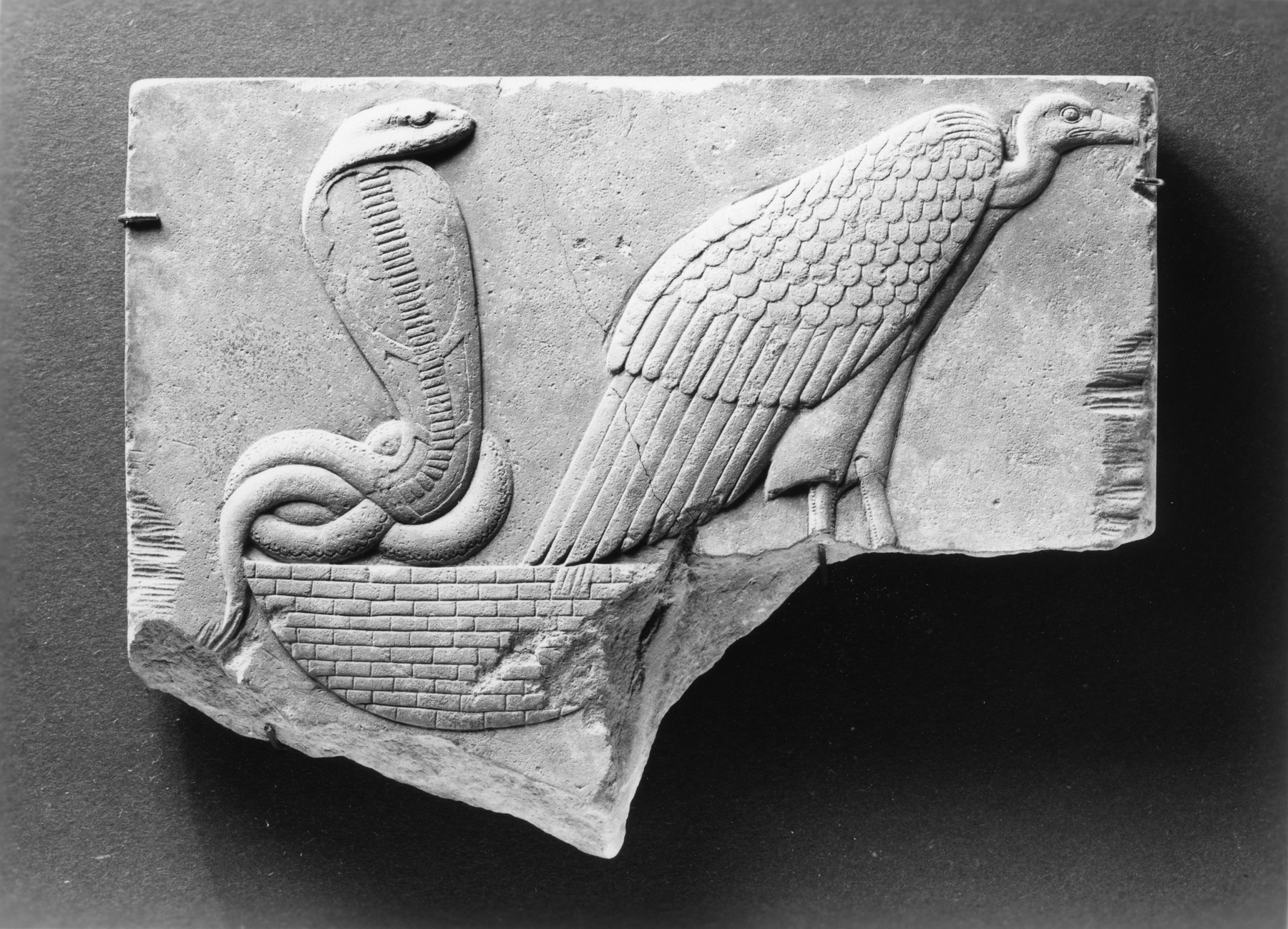 https://upload.wikimedia.org/wikipedia/commons/a/a9/Egyptian_-_Model_of_a_Vulture_and_Uraeus_Seated_on_a_Basket_-_Walters_22264.jpg