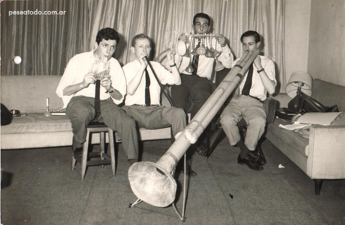 """Parte de """"I Musicisti"""" durante un ensayo: Carlos Núñez Cortés, Marcos Mundstock, Daniel Durán y Gerardo Masana (1965), Buenos Aires, Argentina"""