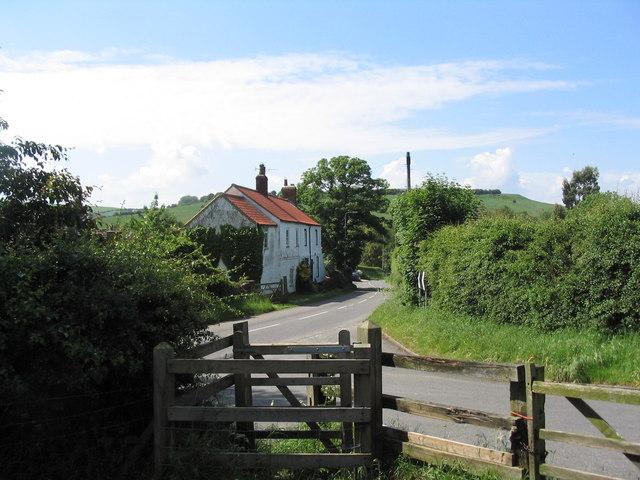 Entering Nettleton - geograph.org.uk - 855400