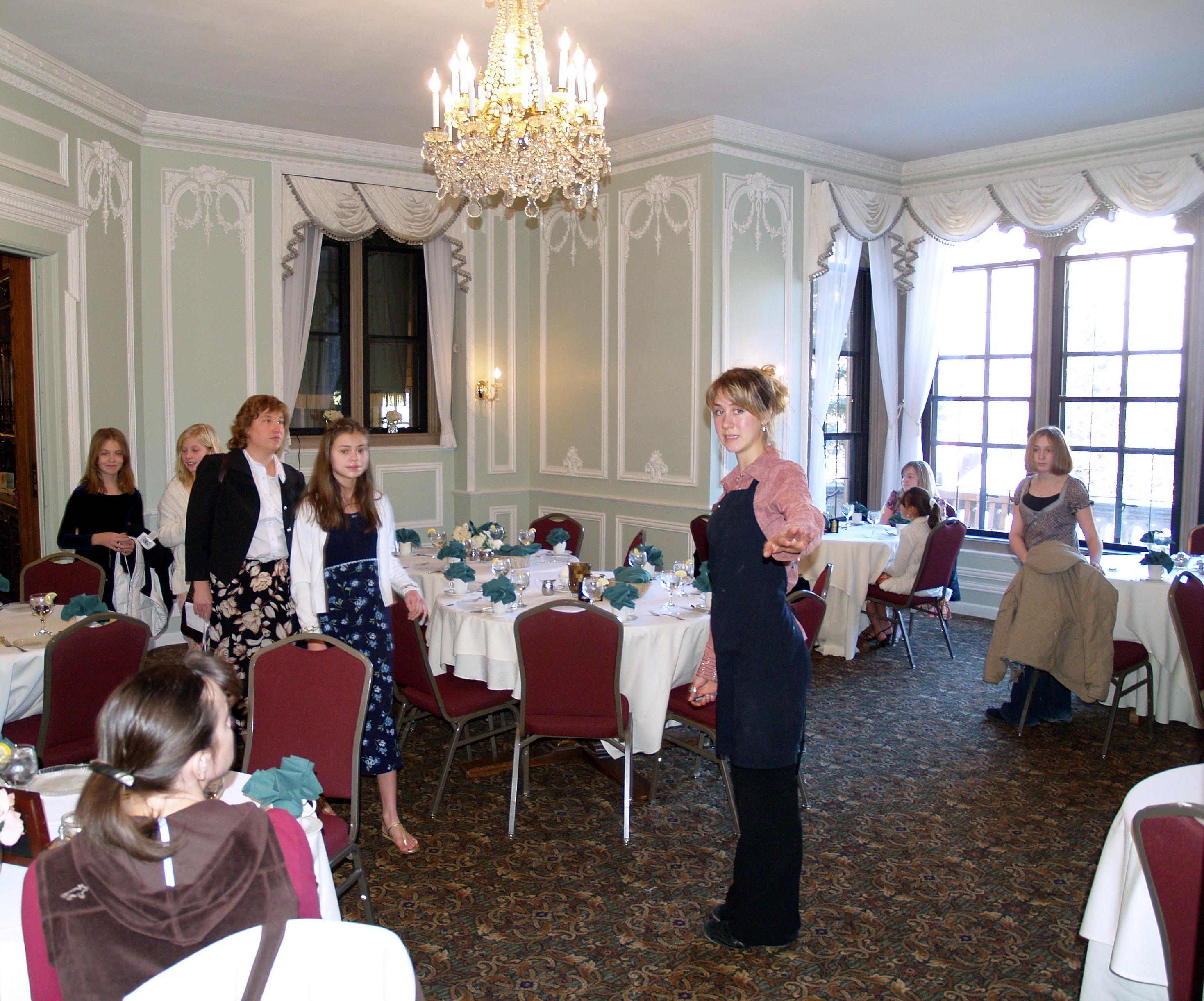 File Glen Eyrie Castle Tea Room Jpg Wikimedia Commons