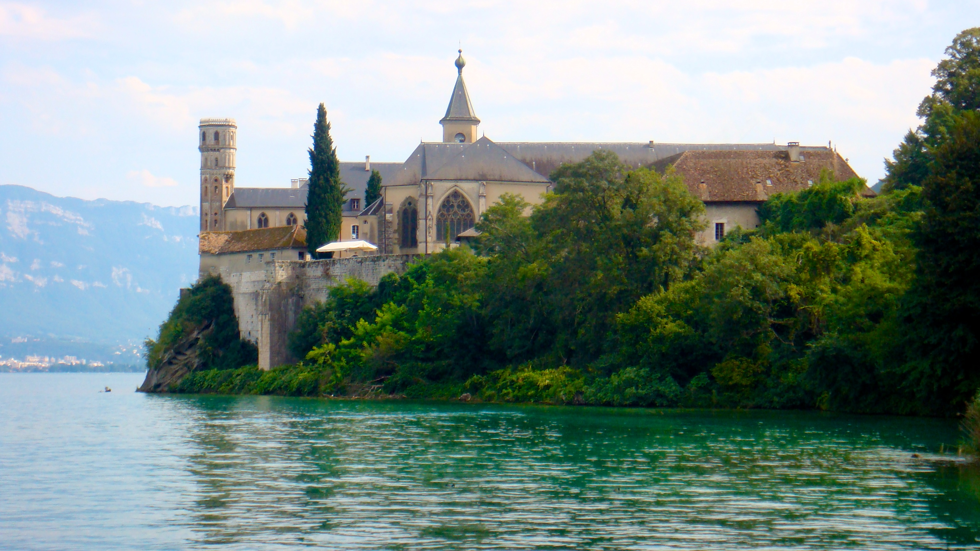Abbaye royale d'Hautecombe, Savoie, Auvergne-Rhône-Alpes, France [3185x1781]