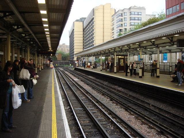 High Street Kensington tube station, platform 1 - geograph.org.uk - 809853