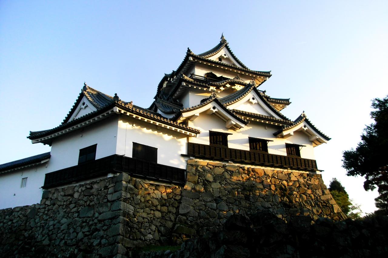 国宝に指定されている彦根城は、代々井伊家の当主が城主を務めてきました。そして、井伊家の当主は、幕府の要職を務めており、中でも井伊直弼は歴史上の人物としても有名です。ここでは、そんな彦根城の城主だった人のエピソードを集めてみました。のサムネイル画像